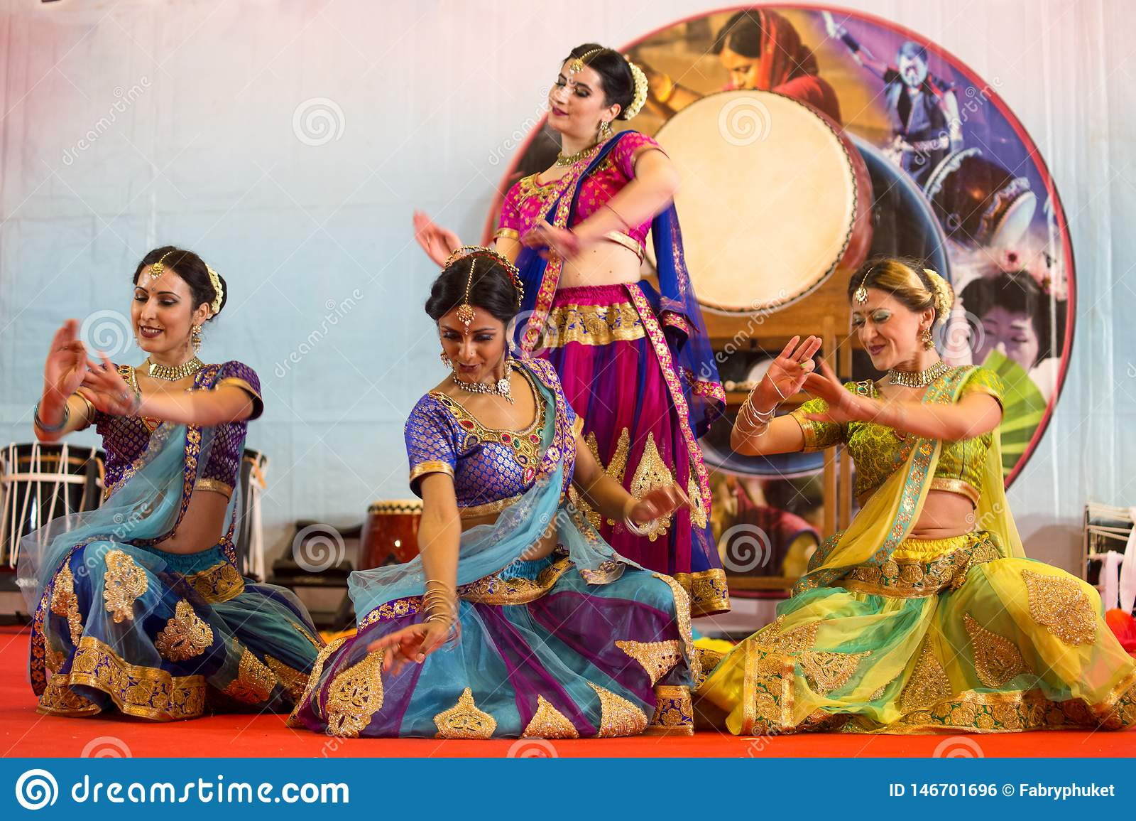 Το Bollywood παρουσιάζει κατά τη διάρκεια του ασιατικού φεστιβάλ στη Γένοβα, Ιταλία