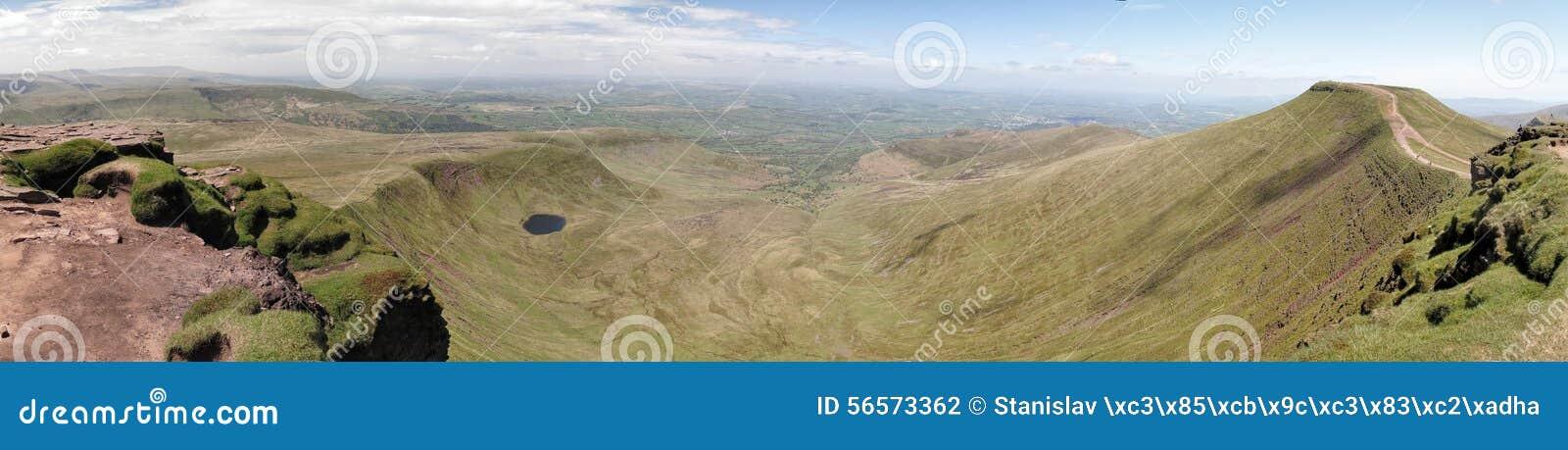 Download Το Brecon οδηγεί το εθνικό πάρκο Στοκ Εικόνες - εικόνα από κοιλάδα, εθνικός: 56573362
