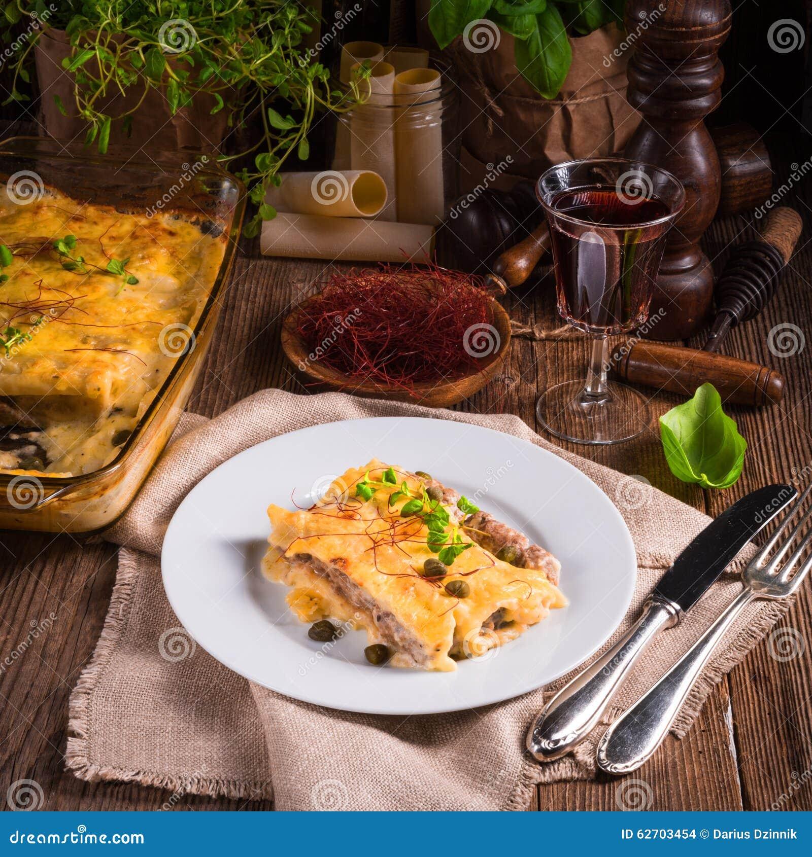 Το Cannelloni με κομματιάζει την πλήρωση και τις κάπαρες