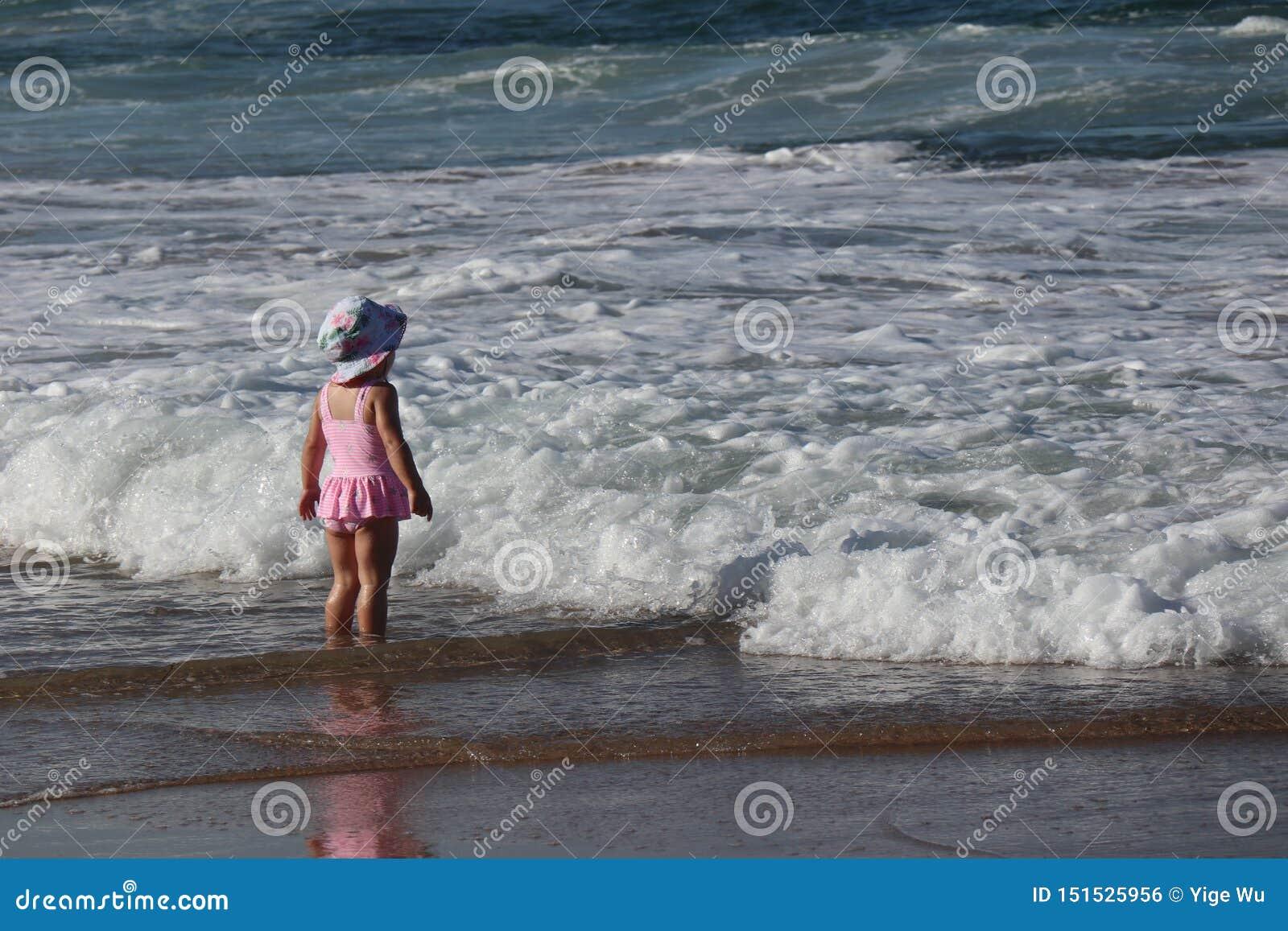 Το Cronulla το παραλία-παιδί αντιμετώπισε τη θάλασσα
