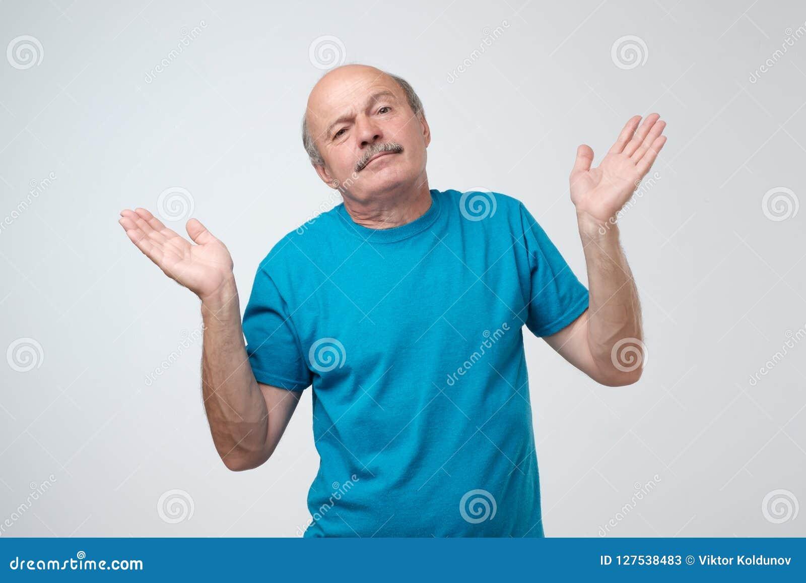 Το cWho ξέρει και δεν ήταν εγώ έννοια Το μπερδεμένο φαλακρό καυκάσιο άτομο δεν είναι βέβαιο στην κατάθεσή του