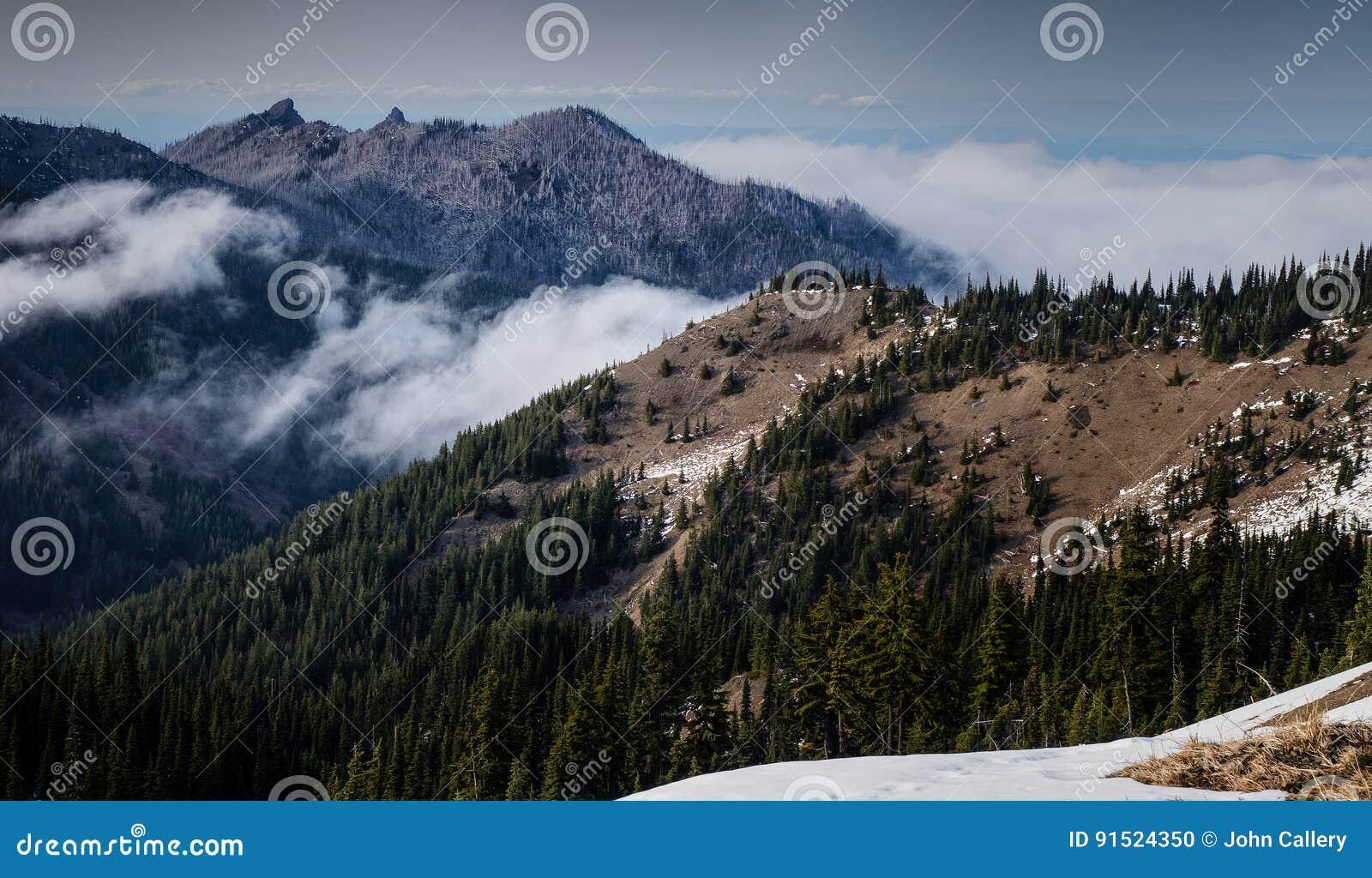 το eski πόλεων σπηλιών η καλή κορυφογραμμή βουνών