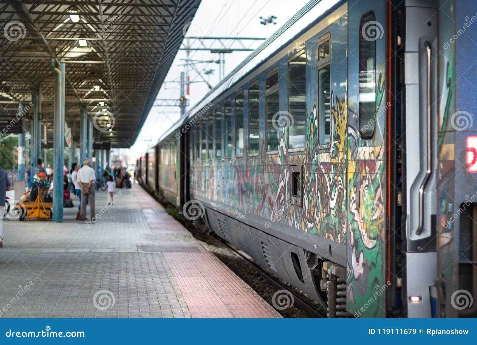 Το Intercity ελληνικό τραίνο σταμάτησε στο σταθμό της Larissa στη Larissa