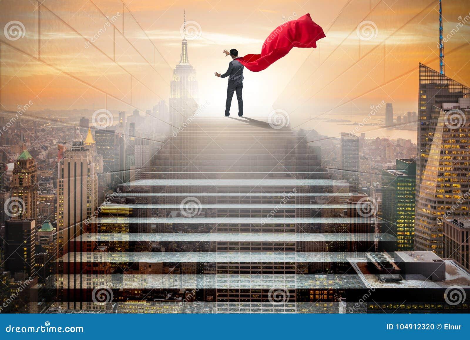 Το superhero επιχειρηματιών που πιέζει τα εικονικά κουμπιά στη σκάλα σταδιοδρομίας