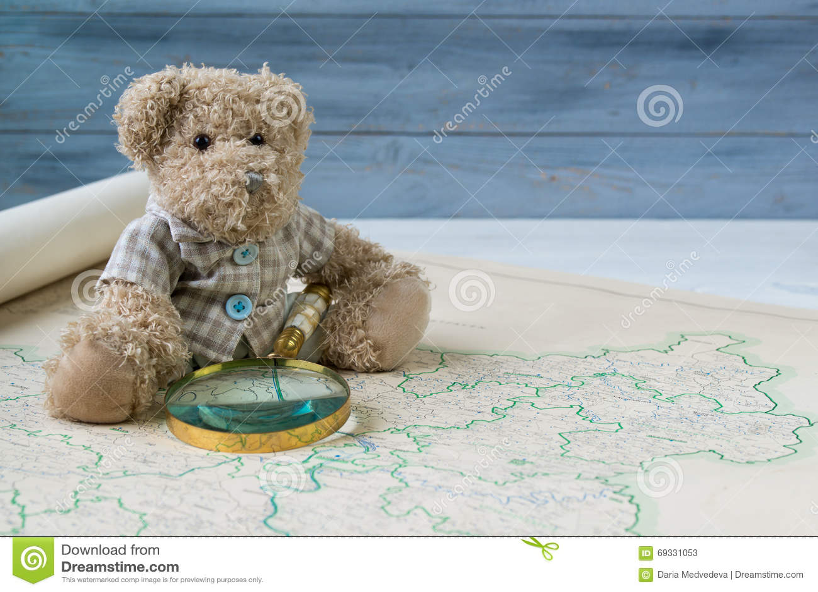 Το Teddy αντέχει με την παλαιά ενίσχυση - το γυαλί βλέπει τον παλαιό χάρτη της Γερμανίας