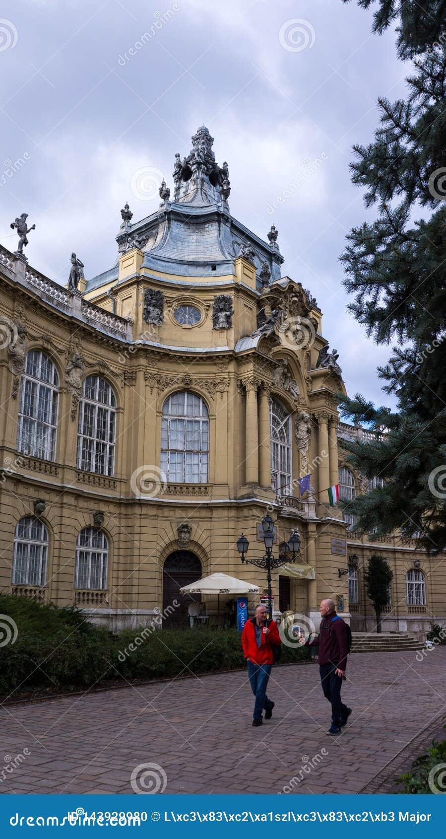 Το vara του Castle ουγγρικός-Vajdahunyad Vajdahunyad είναι ένα κάστρο στο πάρκο πόλεων της Βουδαπέστης, Ουγγαρία