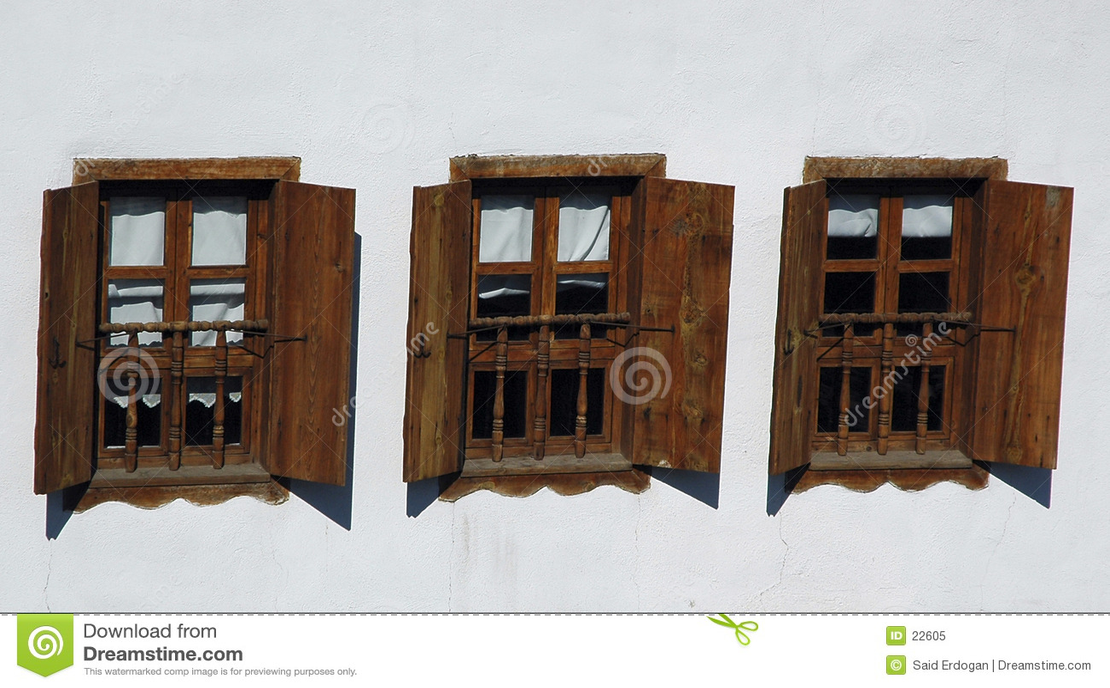 τρία Windows