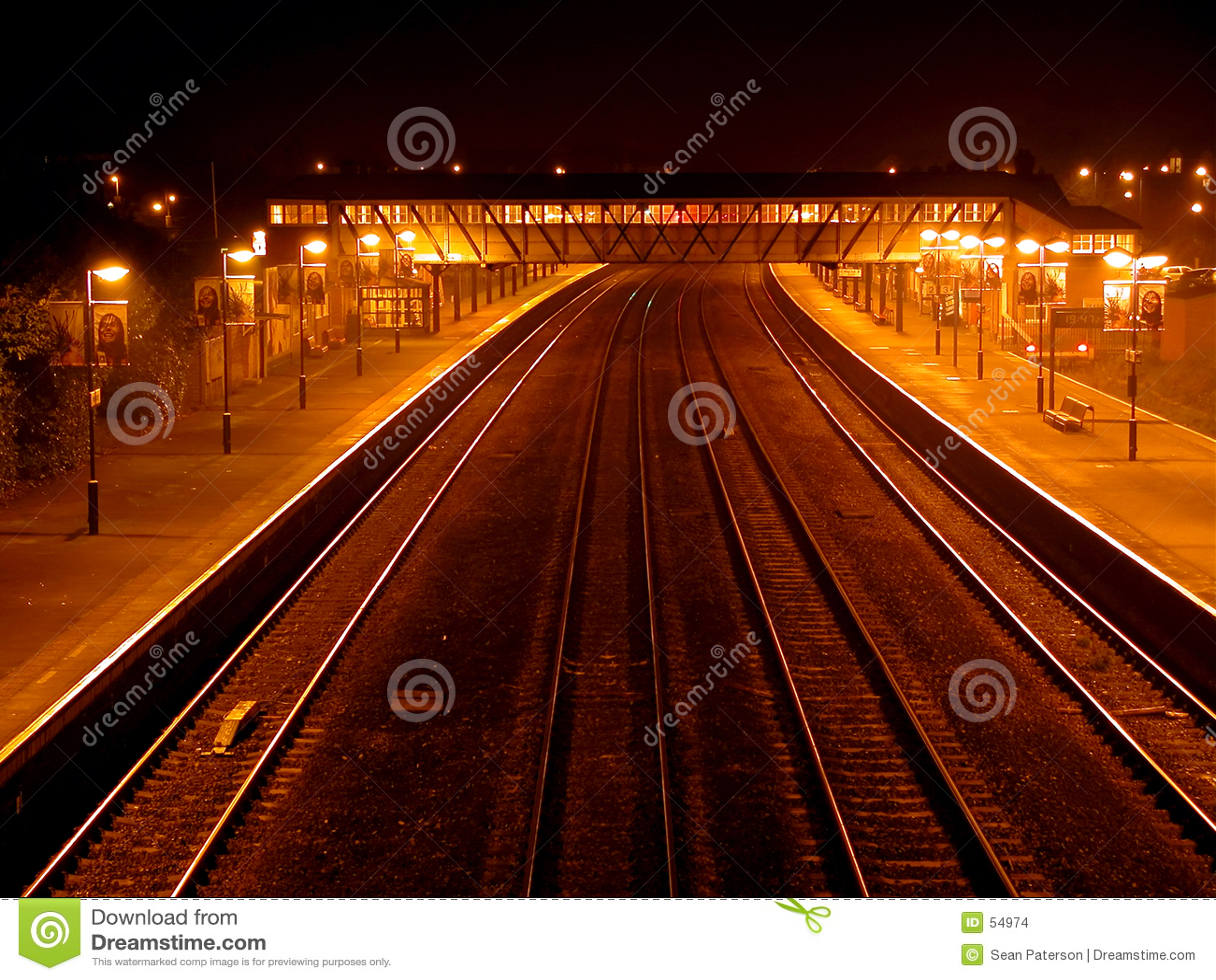 τραίνο σταθμών νύχτας