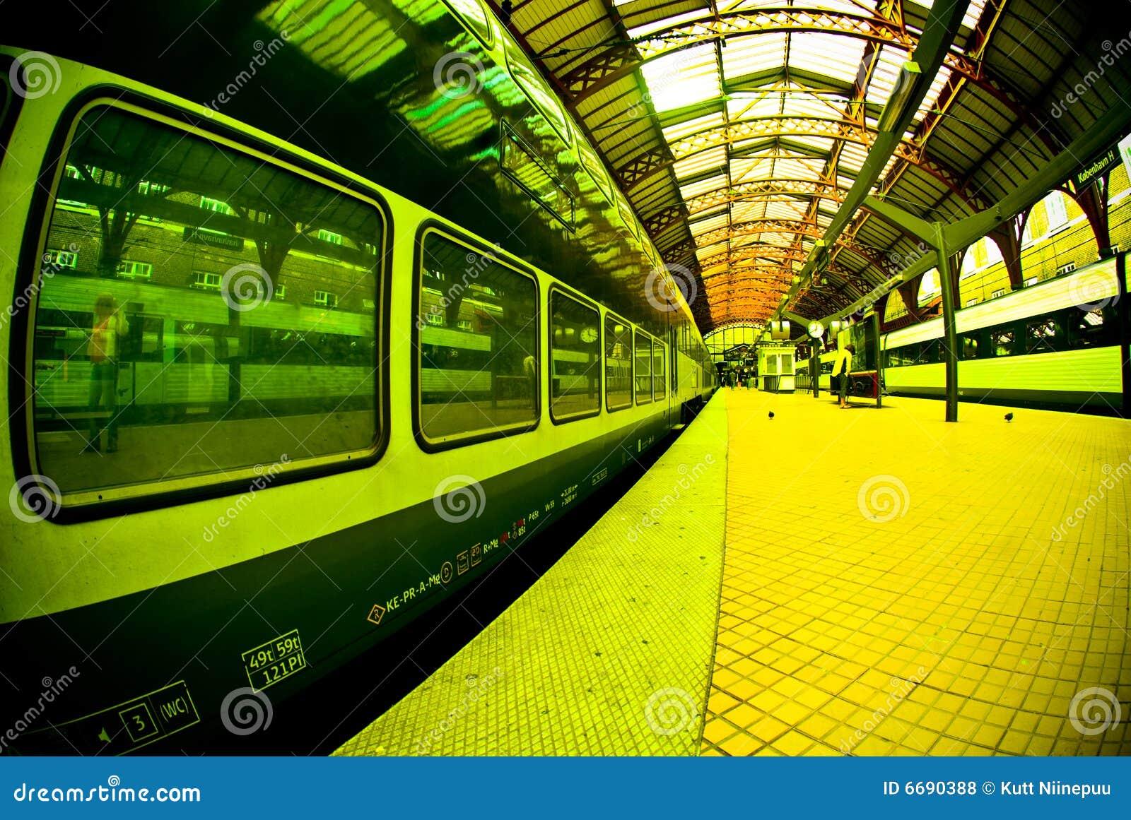 τραίνο σταθμών πλατφορμών