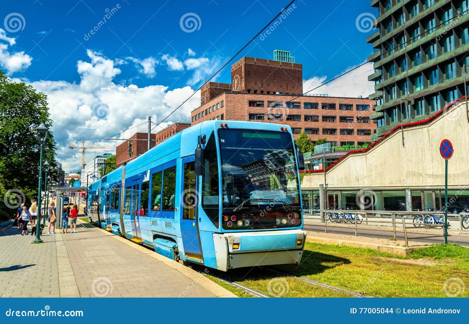 Τραμ πόλεων στο σταθμό Kontraskjaeret στο Όσλο