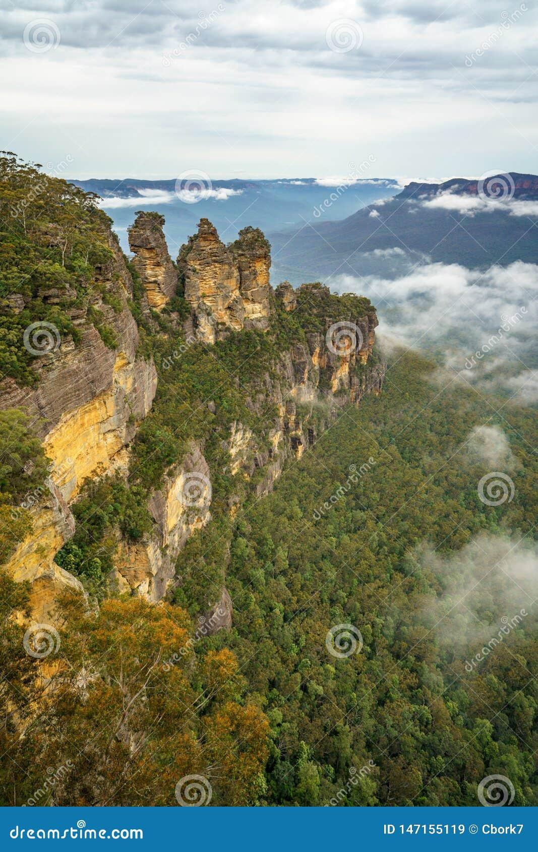 Τρεις αδελφές από την ηχώ δείχνουν στο μπλε εθνικό πάρκο βουνών, Αυστραλία