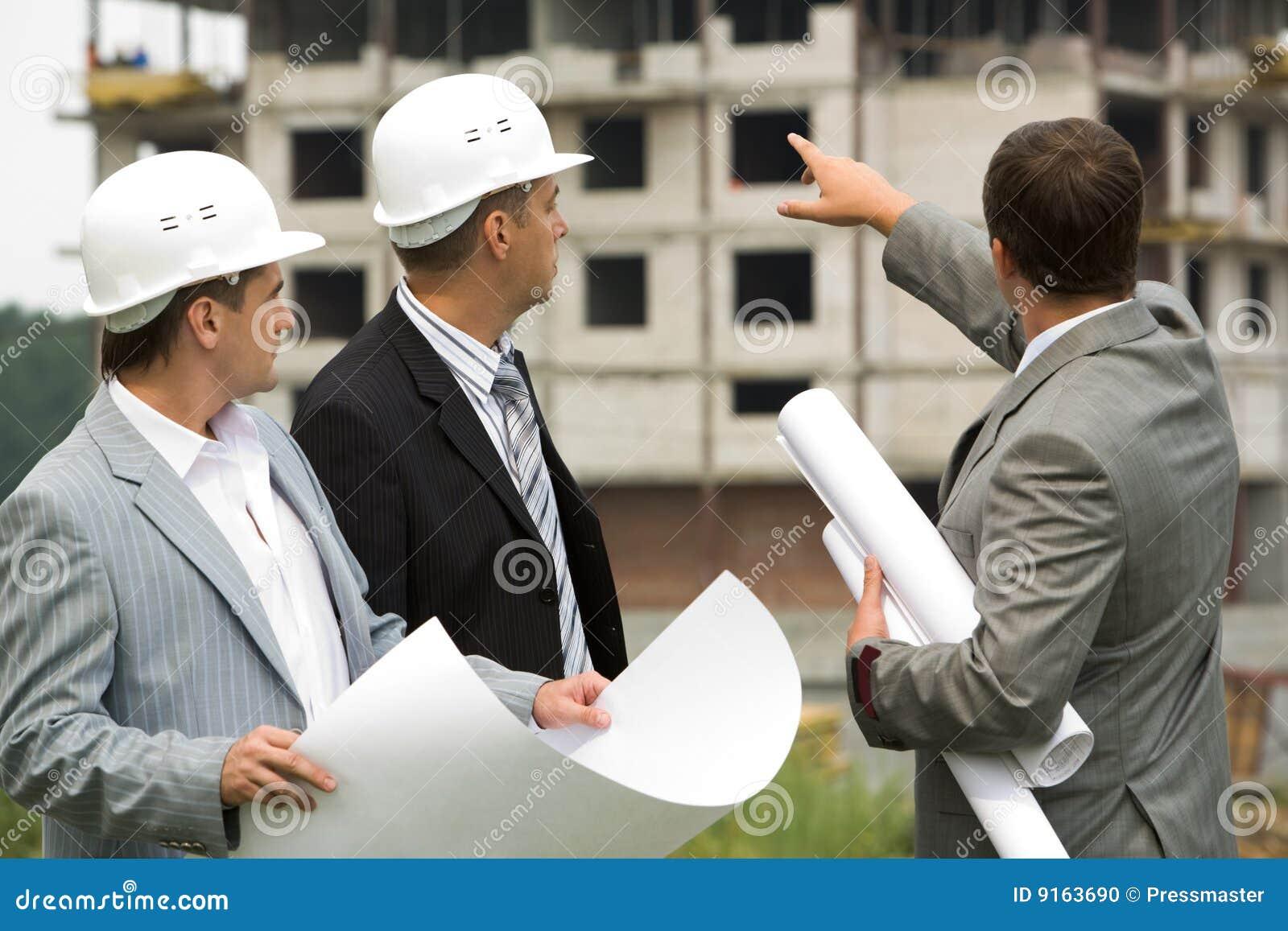 τρεις εργαζόμενοι