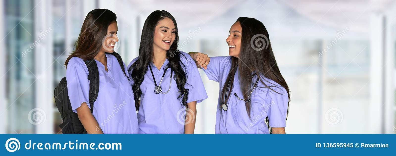 Τρεις νοσηλευτικοί σπουδαστές