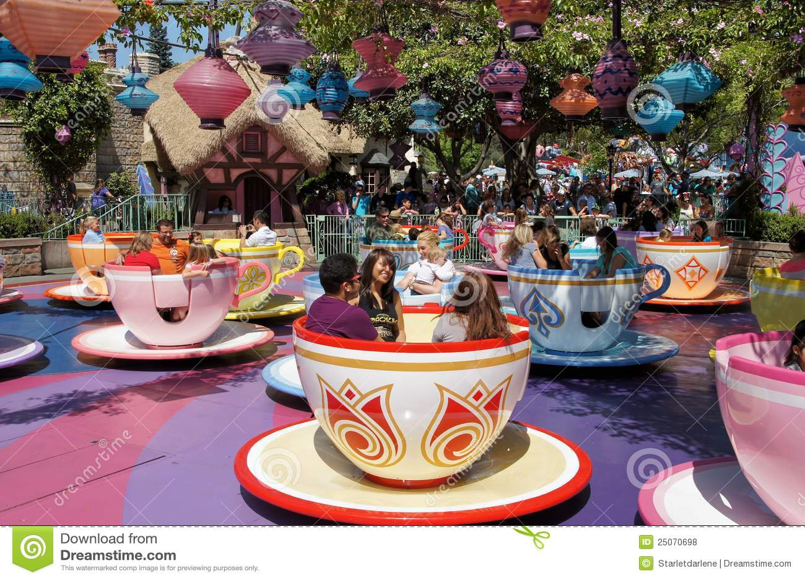 τρελλό τσάι καπελάδων Disneyland φλυτζανιών