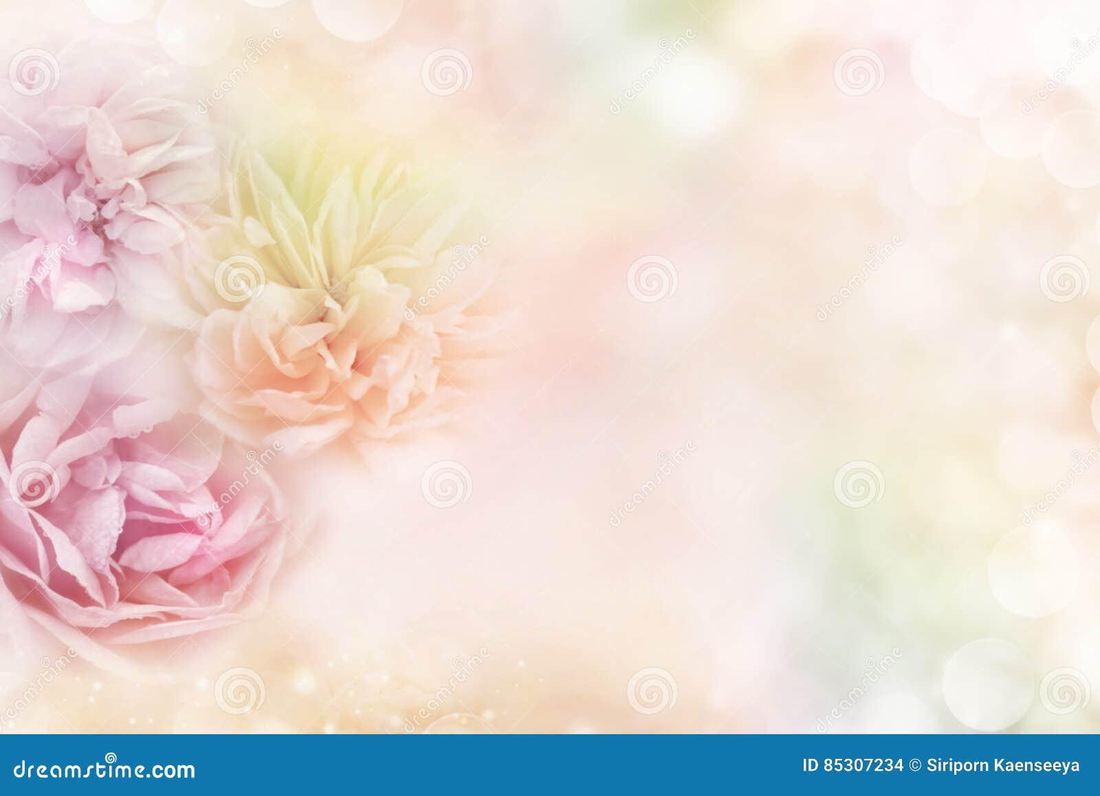 Τριαντάφυλλα σε ένα μαλακό υπόβαθρο κρητιδογραφιών, το οποίο μεταβιβάζει τις έννοιες της ημέρας βαλεντίνων ` s αγάπης