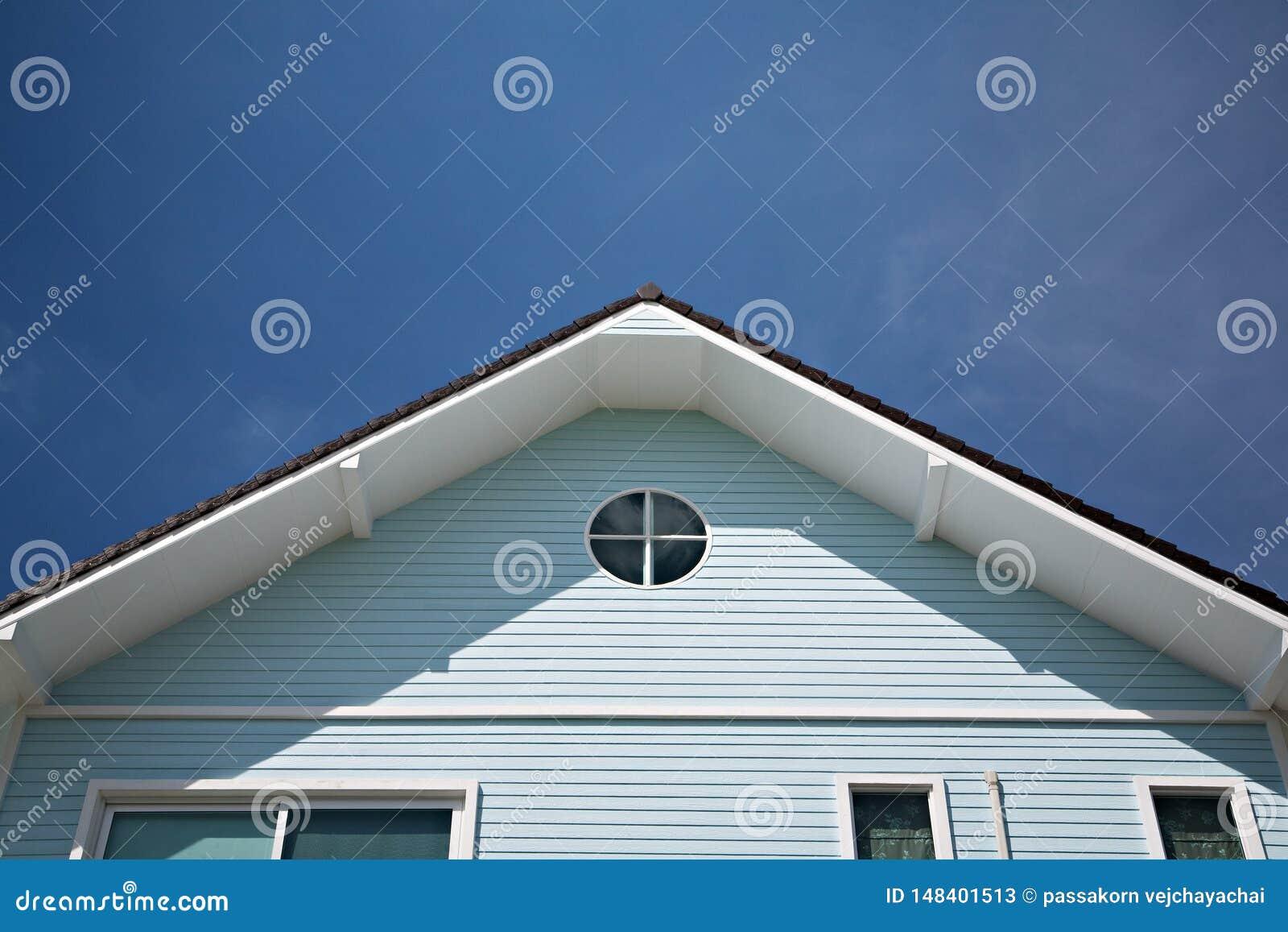 Τριγωνική στέγη