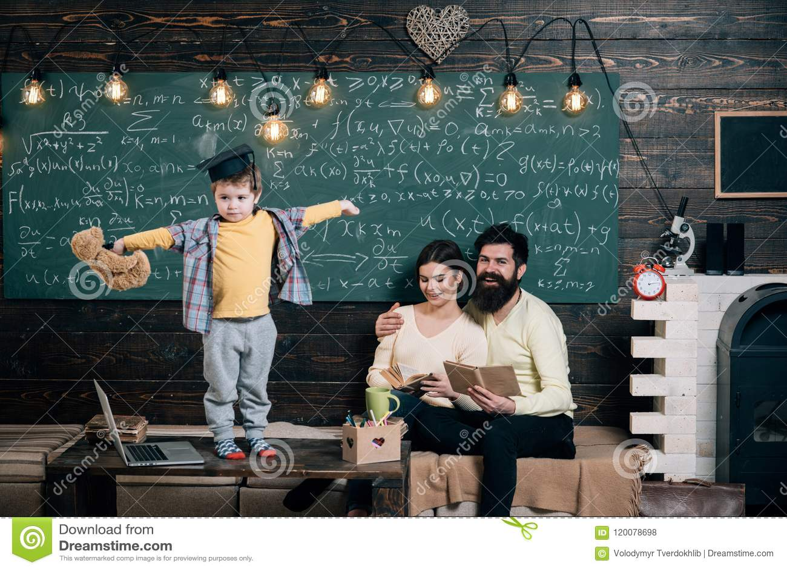τρισδιάστατη αστραπή hdri έννοιας που δίνει την υποστήριξη Το παιδί κρατά ότι teddy αντέξτε και εκτελώντας Αγόρι που παρουσιάζει
