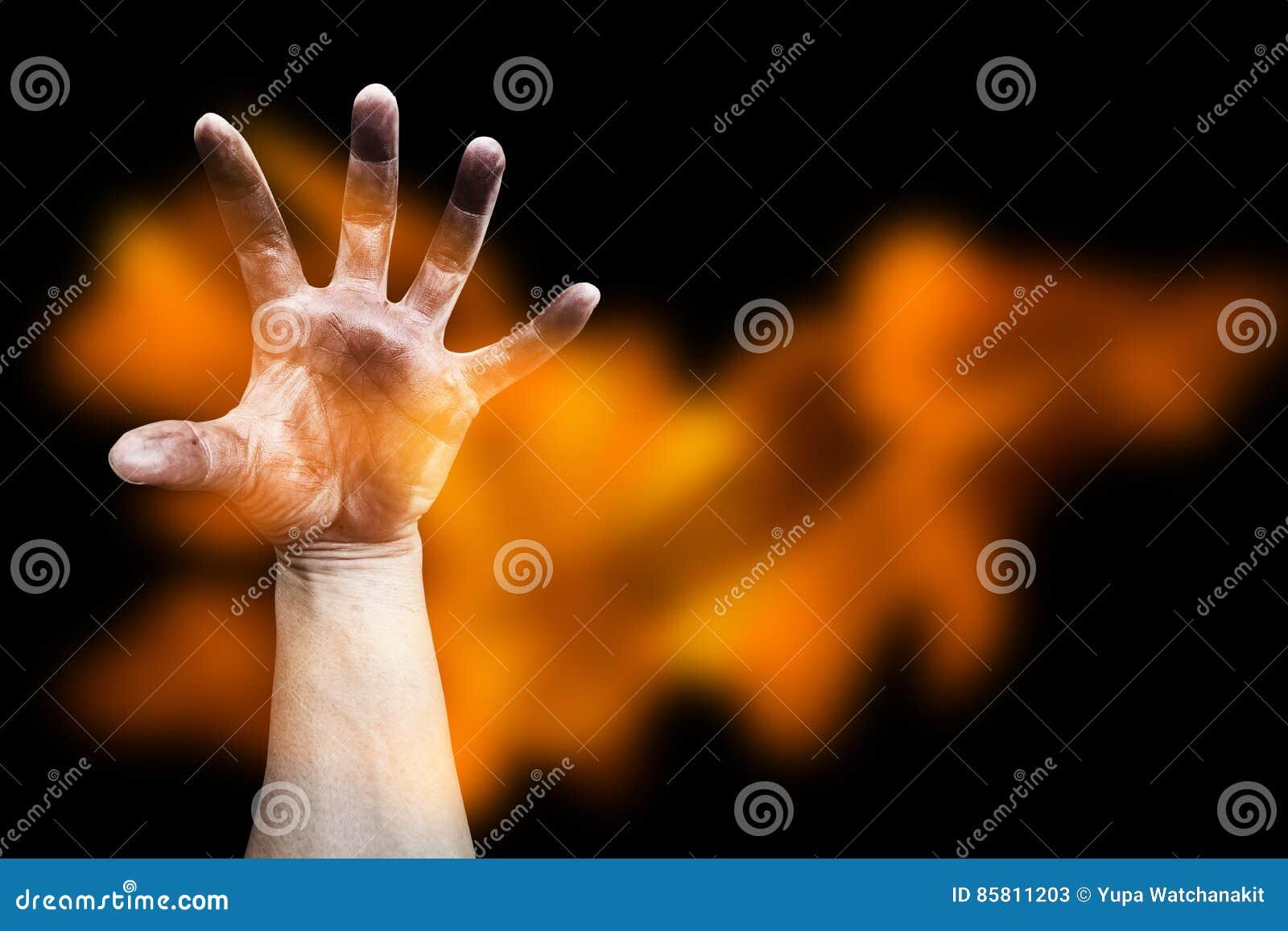 Τρομακτικό χέρι με τη φλόγα