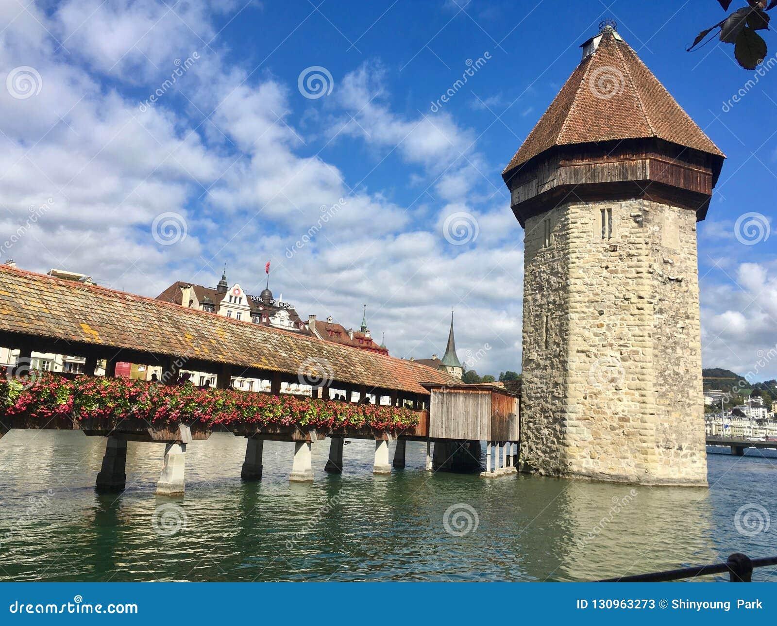 Τρόπος στο διάσημο πύργο στην περιήγηση με τα πόδια νερού, Λουκέρνη, Luzern