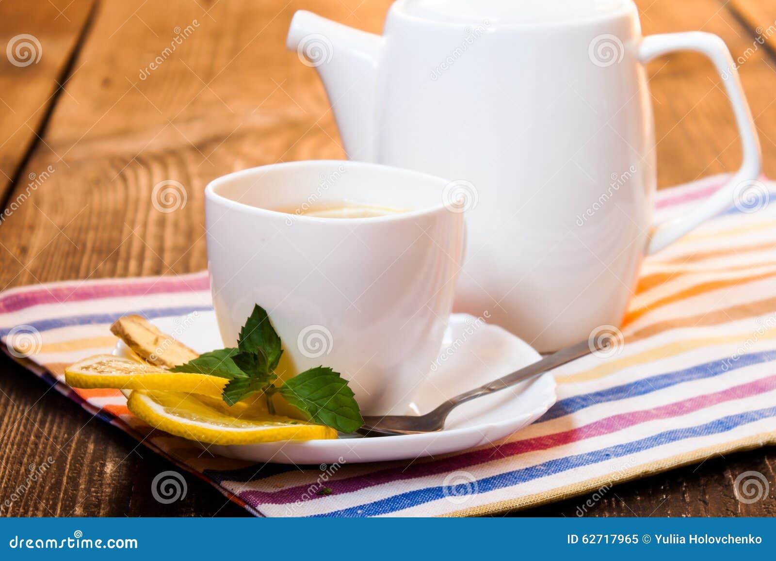 τσάι λεμονιών πιπεροριζών