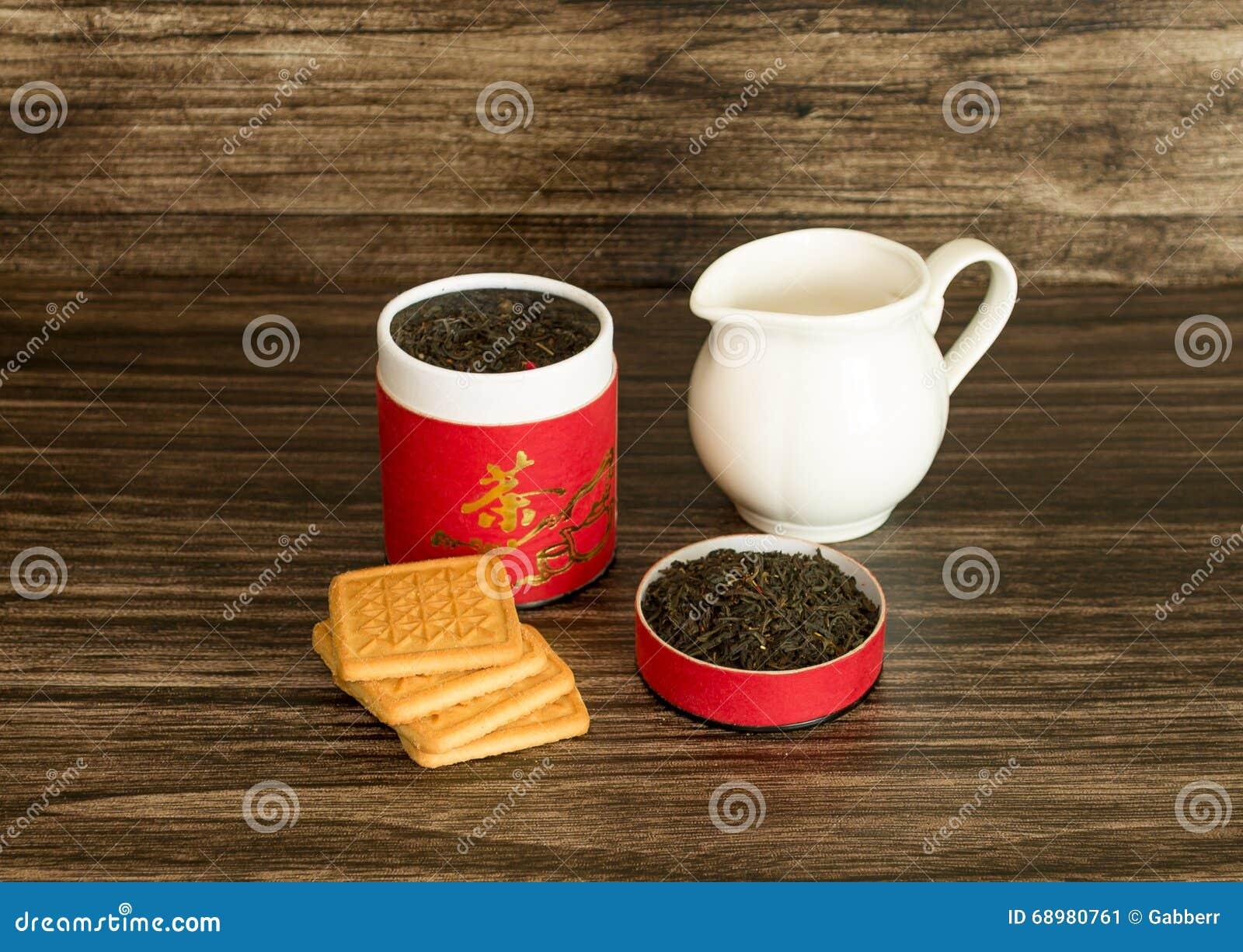 Τσάι, μπισκότα και ένα βάζο