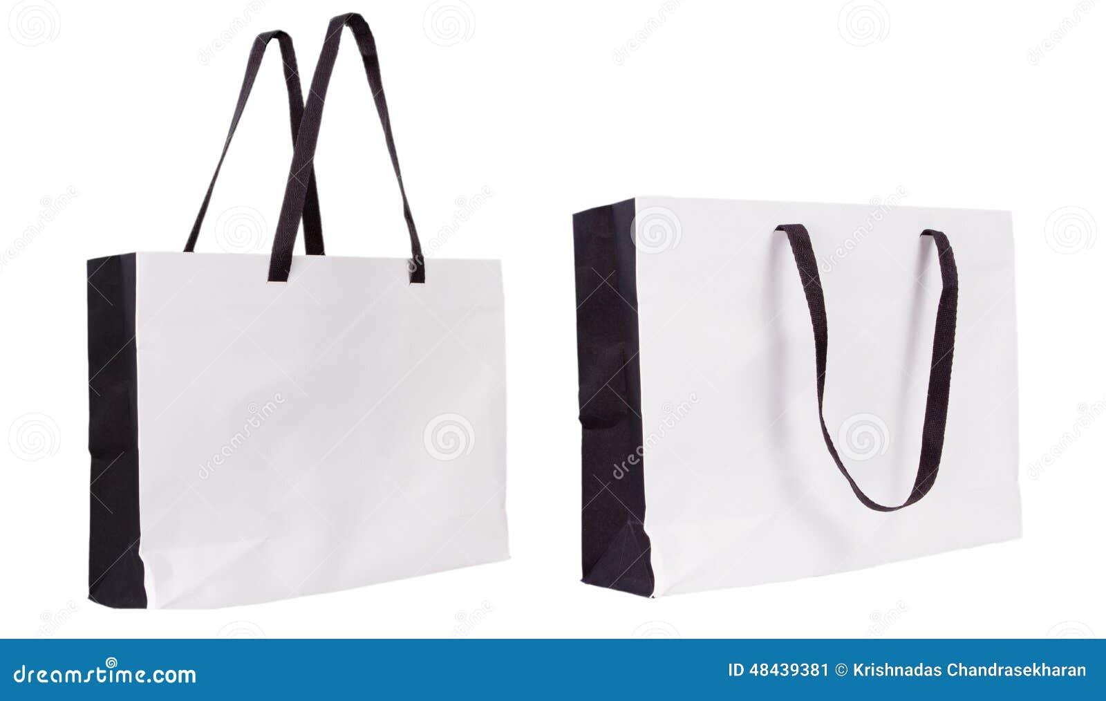 aeec1b0dd7 Κενή τσάντα εγγράφου αγορών που απομονώνεται στο άσπρο υπόβαθρο για τη  διαφήμιση και το μαρκάρισμα