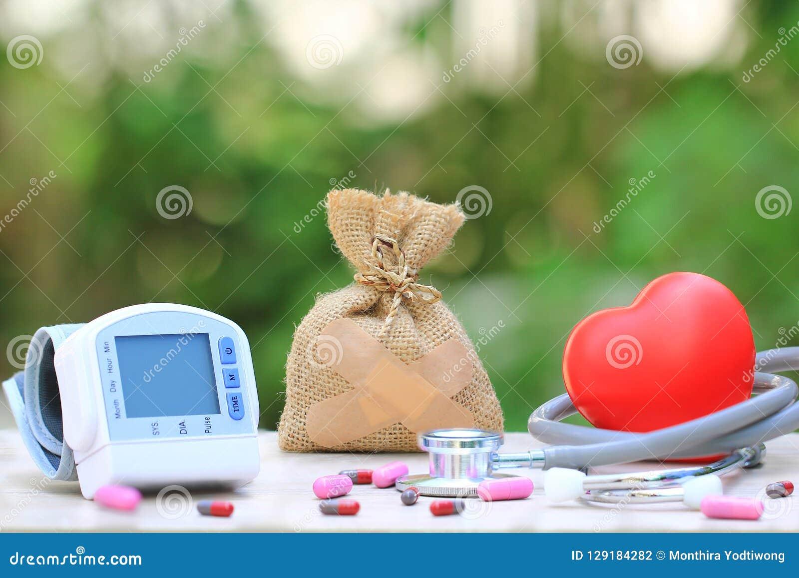 Τσάντα χρημάτων που συνδέεται με το ασβεστοκονίαμα με το ιατρικό tonometer για mea