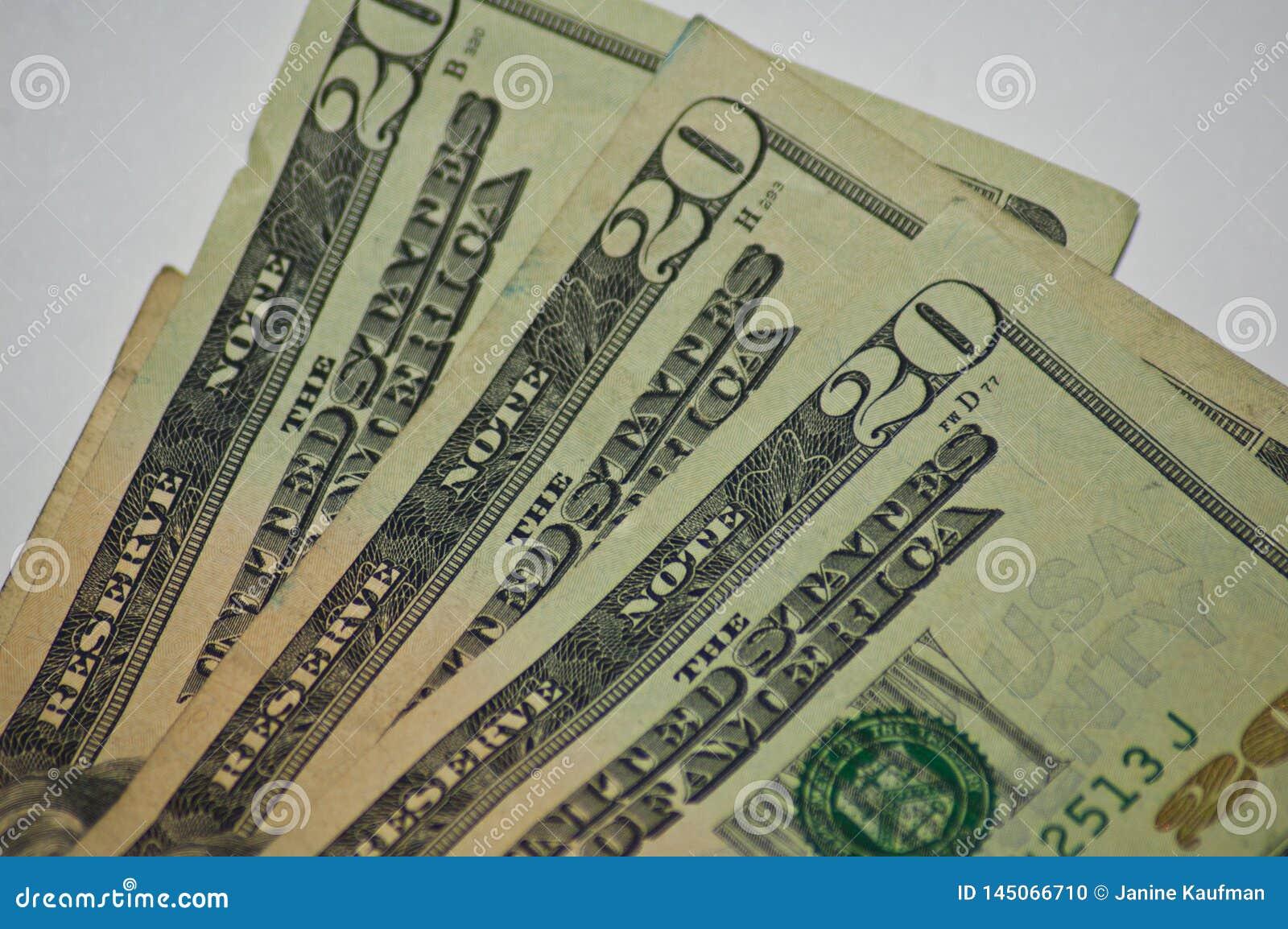 Τσαλακωμένα παλαιά χρήματα νομίσματος εγγράφου λογαριασμοί είκοσι δο