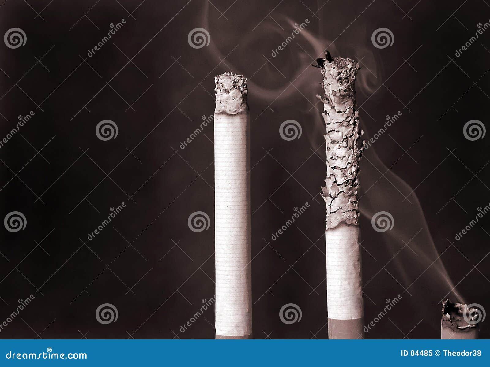 τσιγάρα τρία