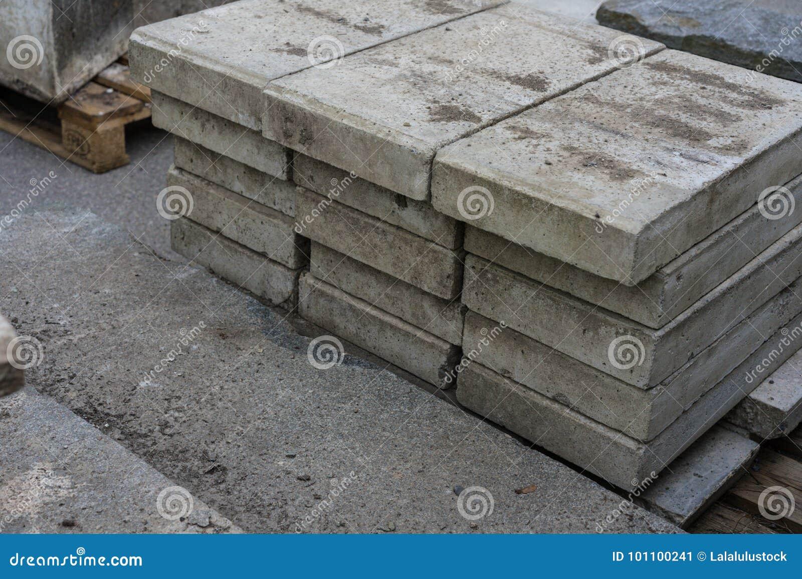 76dceb172d98 Τσιμεντένιοι ογκόλιθοι για την κατασκευή Στοκ Εικόνα - εικόνα από ...