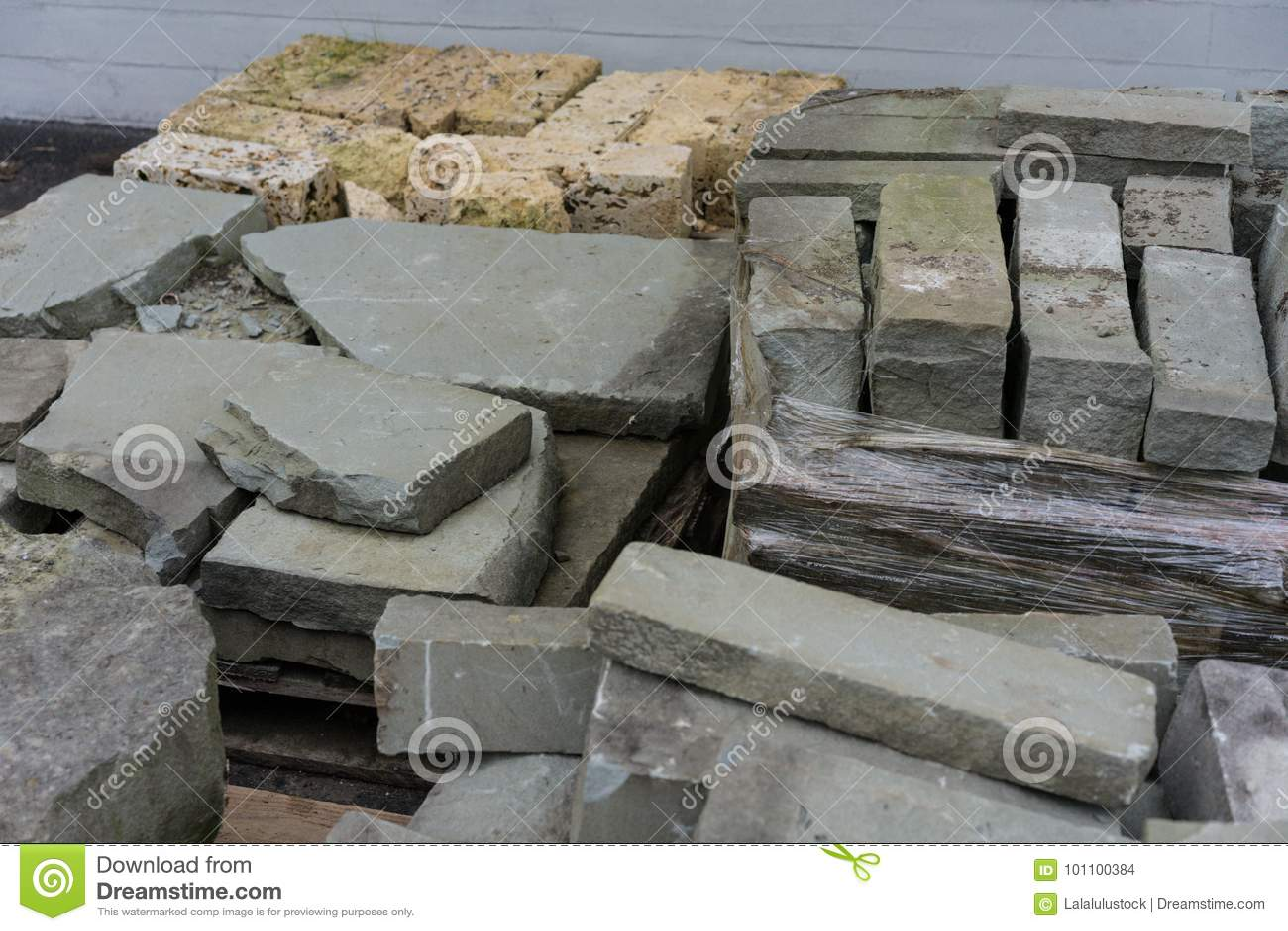 7a58ab4a1d90 Τσιμεντένιοι ογκόλιθοι για την κατασκευή Στοκ Εικόνες - εικόνα από ...