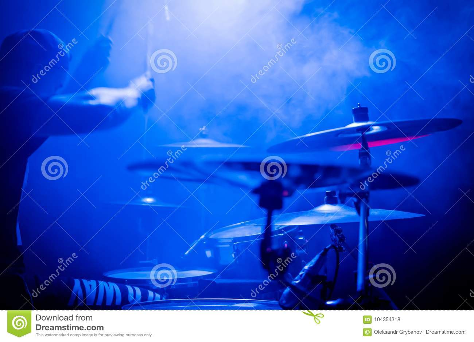 Τύμπανα παιχνιδιού σε μια συναυλία