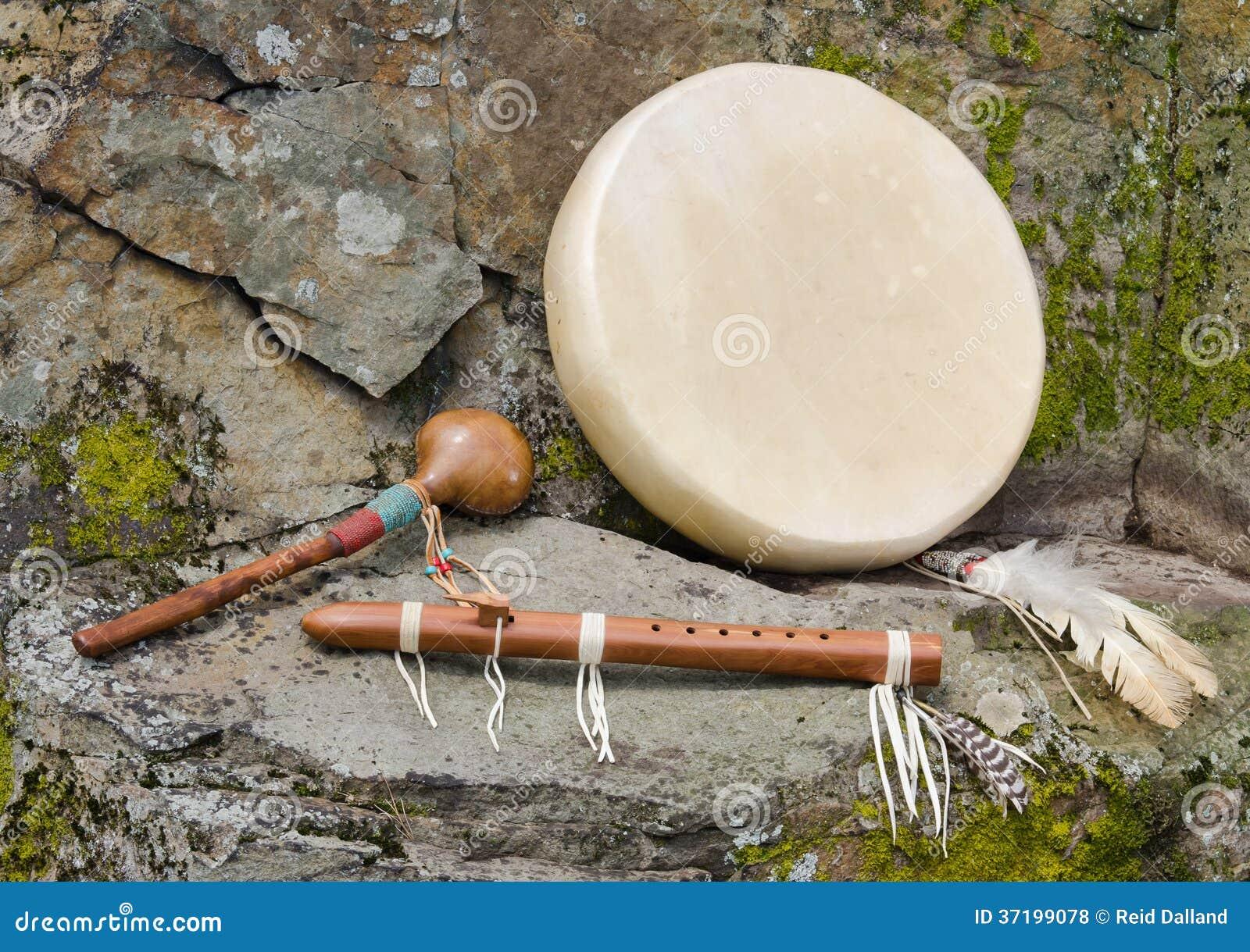 Τύμπανο αμερικανών ιθαγενών με το φλάουτο και το δονητή.