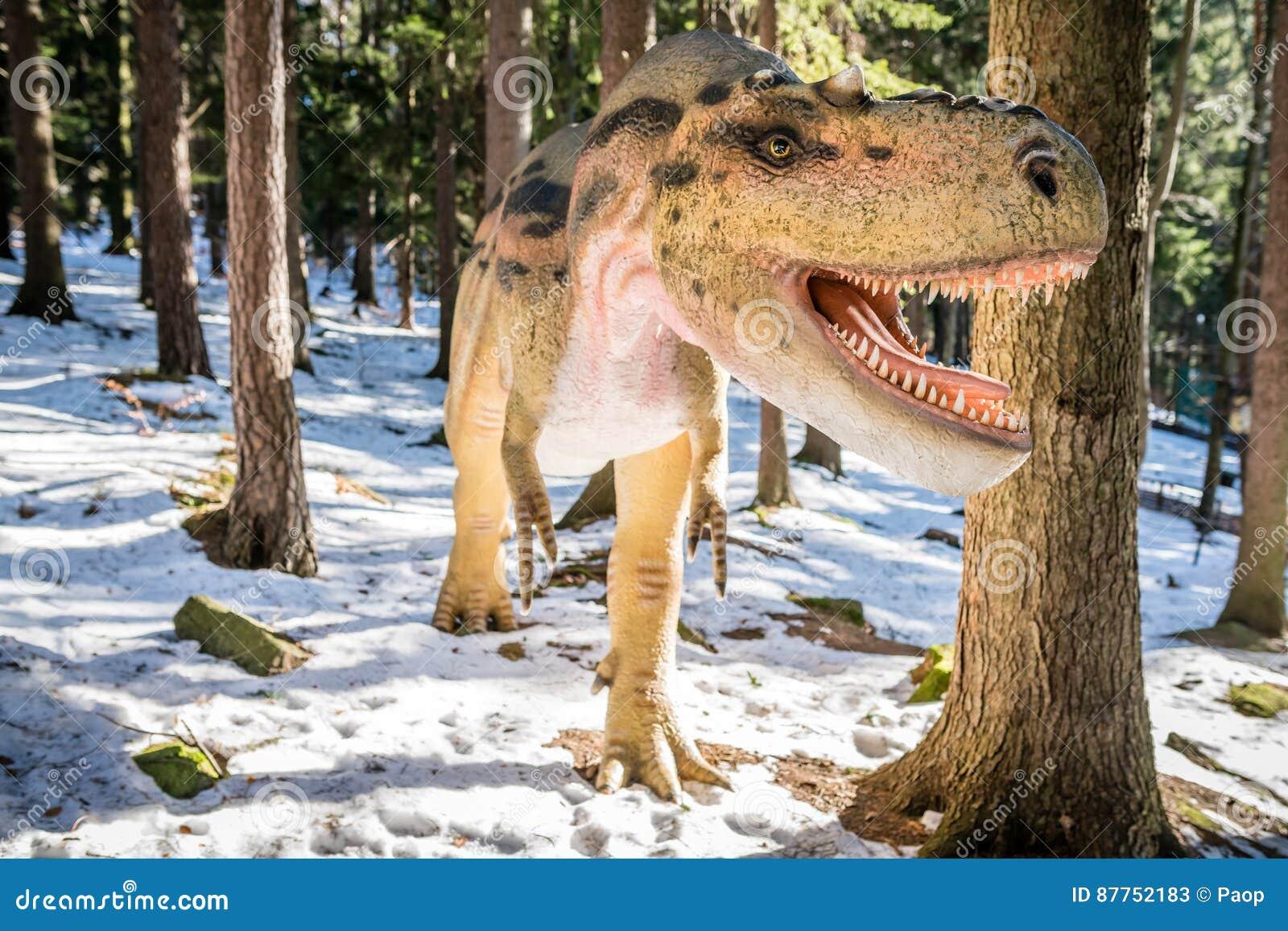 Τ-Rex στο πάρκο δεινοσαύρων