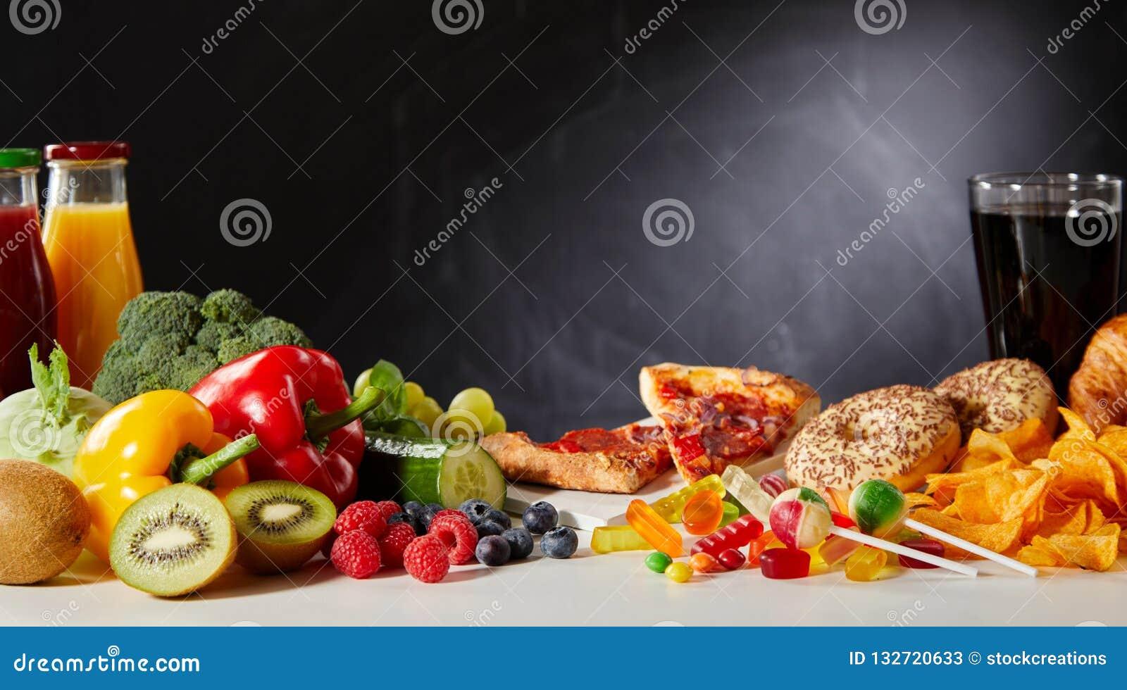 Υγιής εναντίον των ανθυγειινών τροφίμων με το διάστημα αντιγράφων
