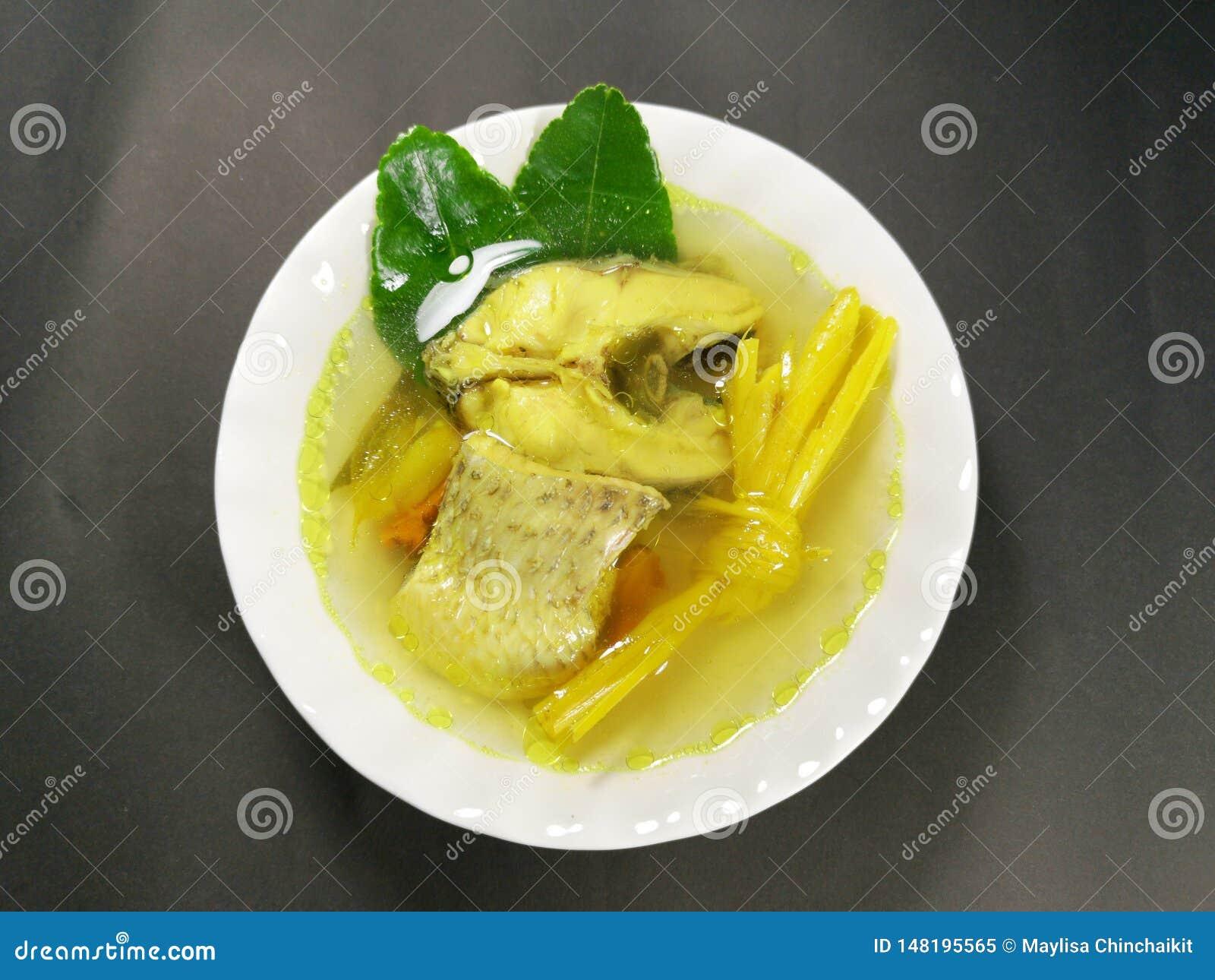 Υγιεινή διατροφή για την ικανότητα Βοτανικά βρασμένα ψάρια Turmeric ψάρια