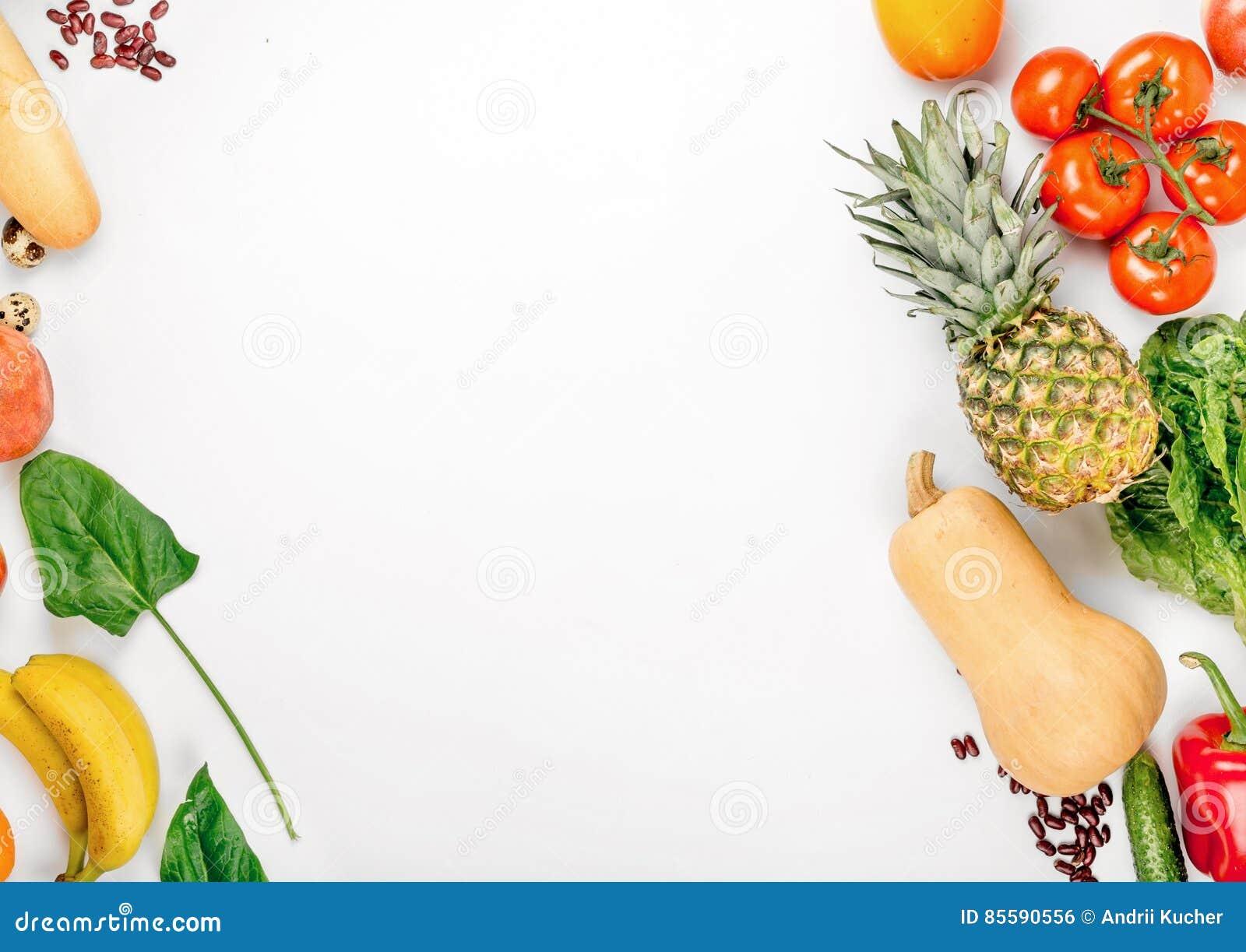 Υγιεινή διατροφή ποικιλίας σε ένα άσπρο υπόβαθρο με το διάστημα αντιγράφων