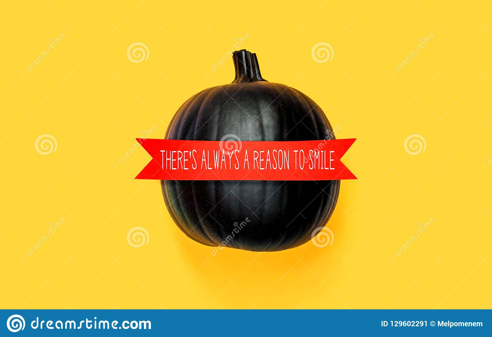 Υπάρχει πάντα ένας λόγος να χαμογελάσει με μια μαύρη κολοκύθα