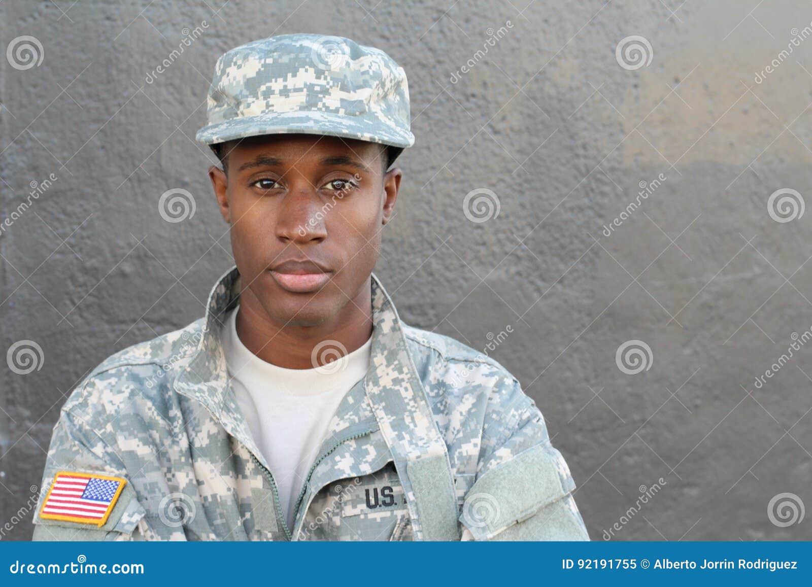 Υπερήφανος και ισχυρός στενός επάνω στρατιωτών στρατού