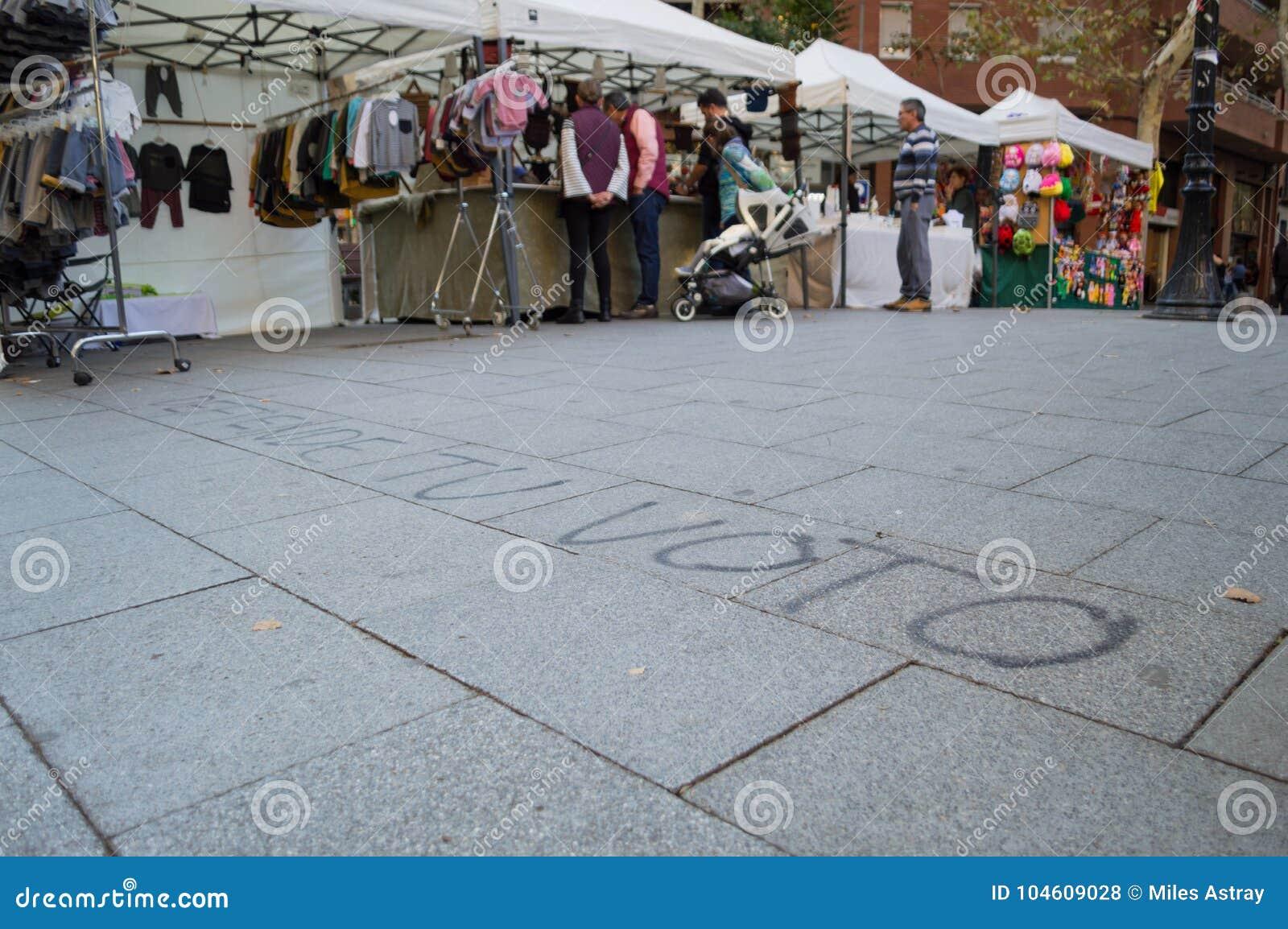 Υπερασπίστε γκράφιτι ψηφοφορίας †σας «στην οδό κατά τη διάρκεια των Καταλανικών εκτιμήσεων ανεξαρτησίας