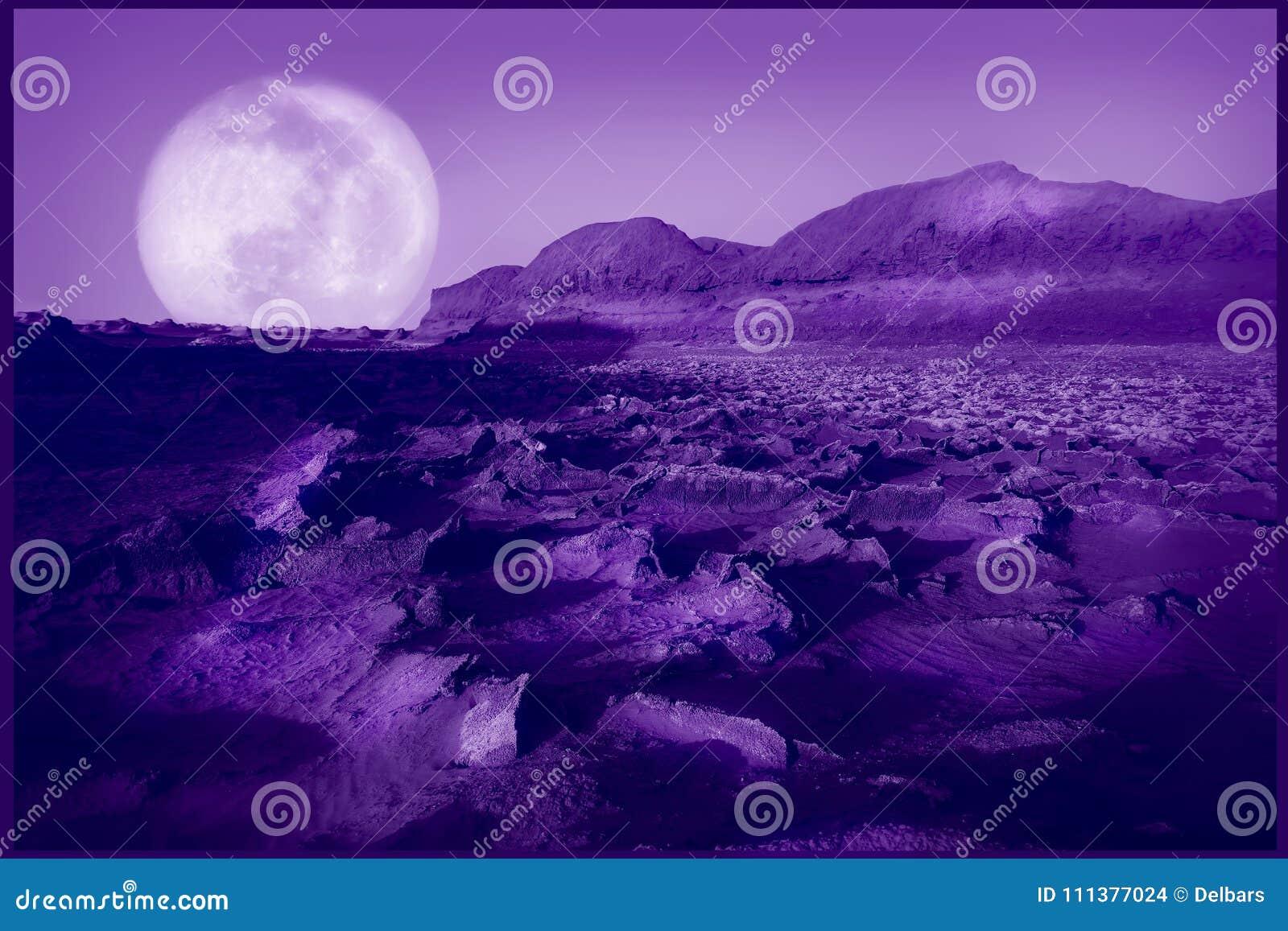 Υπεριώδες φυσικό υπόβαθρο Πορφυρή φανταστική έρημος Χρώμα του έτους 2018