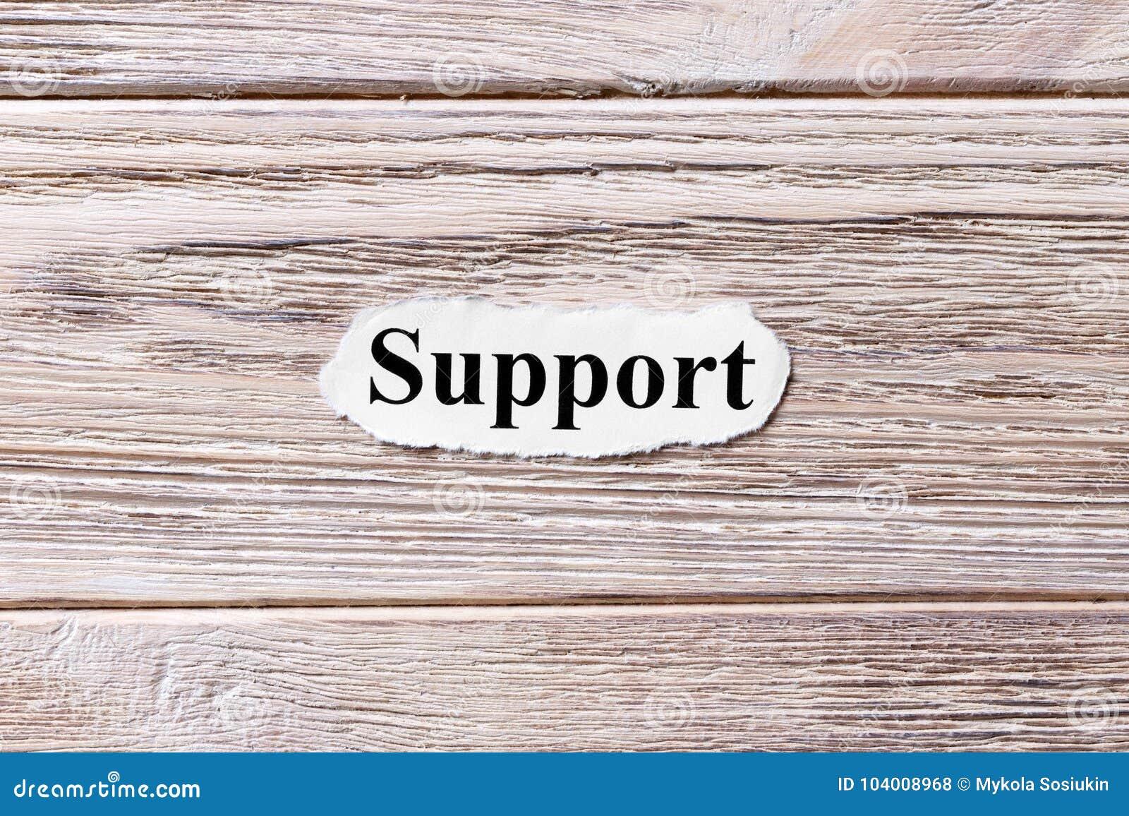 Υποστήριξη της λέξης σε χαρτί Έννοια Λέξεις της υποστήριξης σε ένα ξύλινο υπόβαθρο
