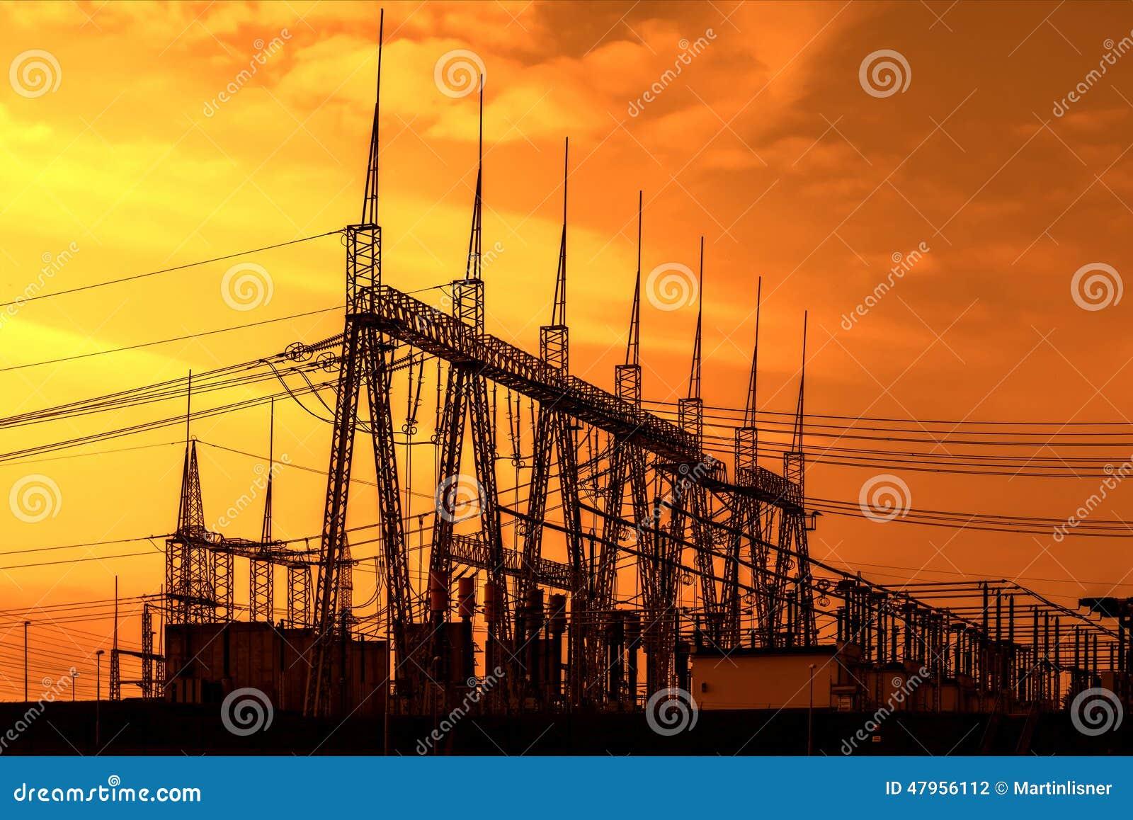 Υποσταθμός μετασχηματιστών δύναμης υψηλής τάσης, ηλιοβασίλεμα