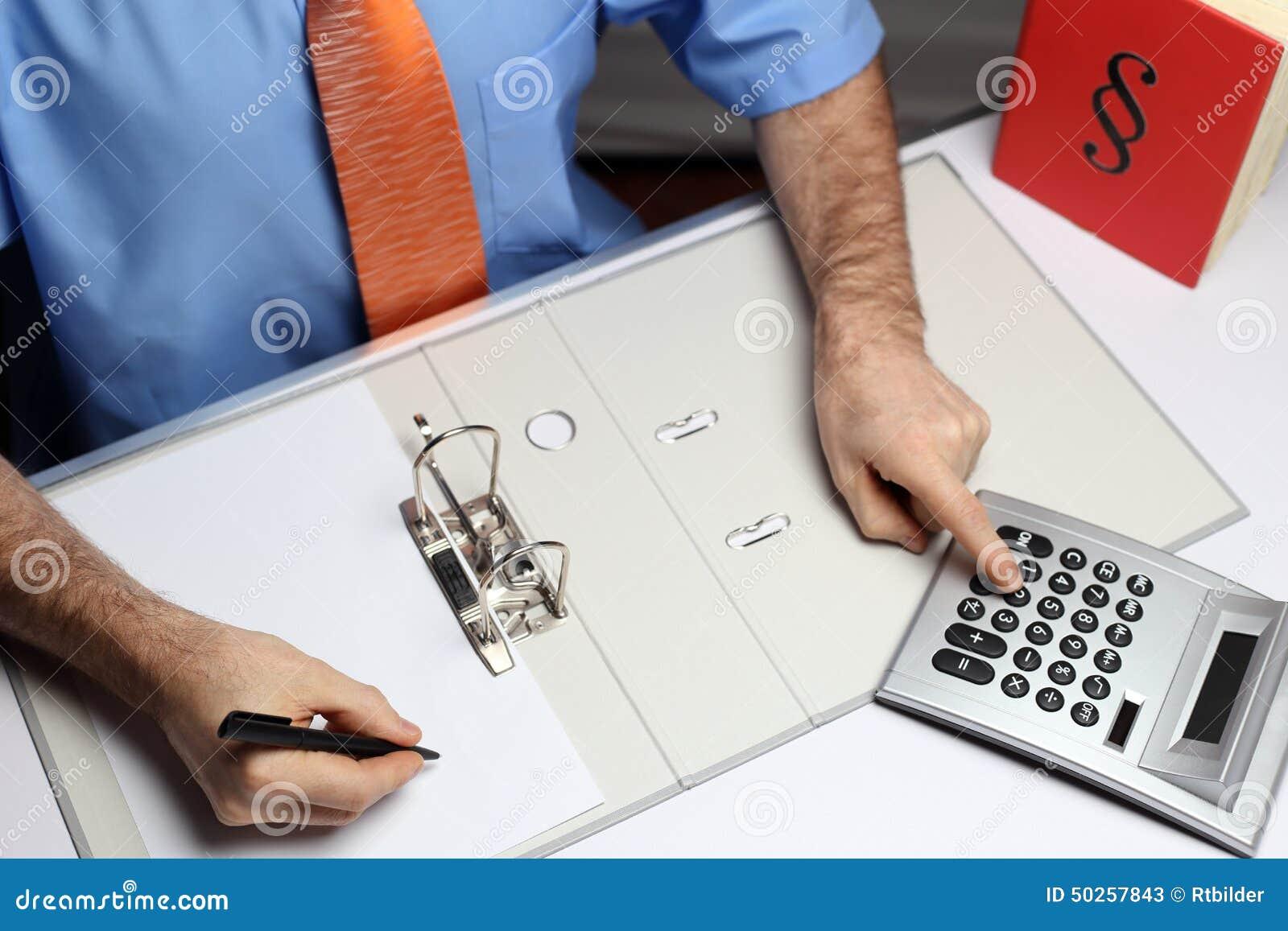 Υπολογίζοντας εργαζόμενος γραφείων