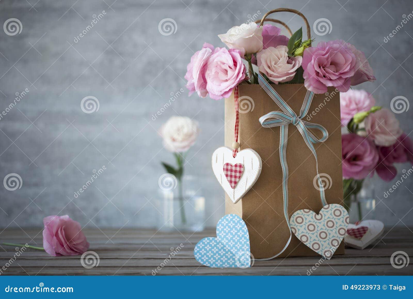 Υπόβαθρο ζωής αγάπης ακόμα με τα τριαντάφυλλα