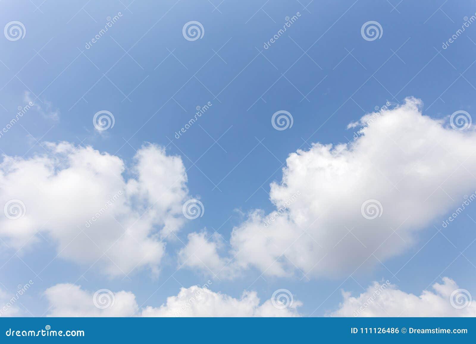 Υπόβαθρο μπλε ουρανού με τα σύννεφα, ουρανός υποβάθρου