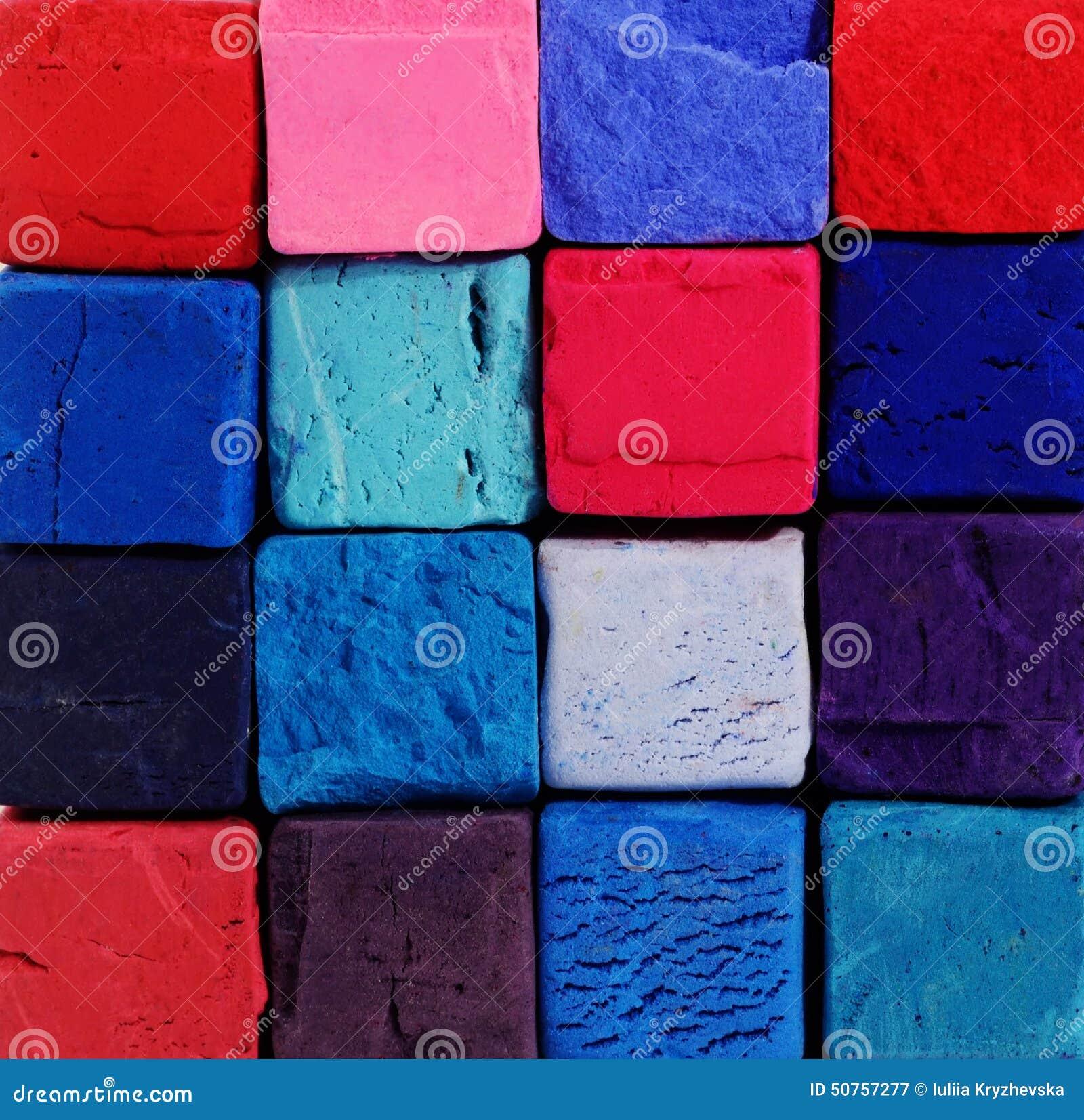 Υπόβαθρο - φωτεινές κιμωλίες κρητιδογραφιών με τα κόκκινα, μπλε, ιώδη χρώματα
