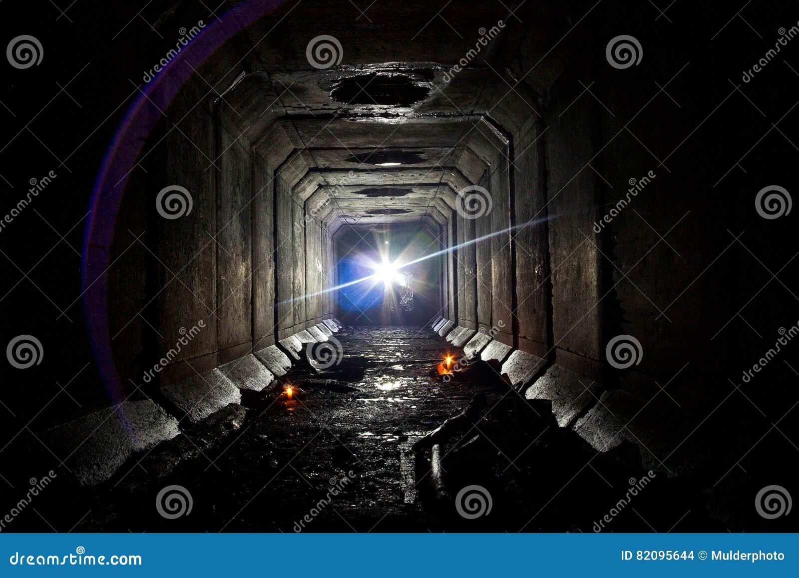Υπόγεια εγκαταλειμμένη σήραγγα συλλεκτών υπονόμων κάτω από Voronezh