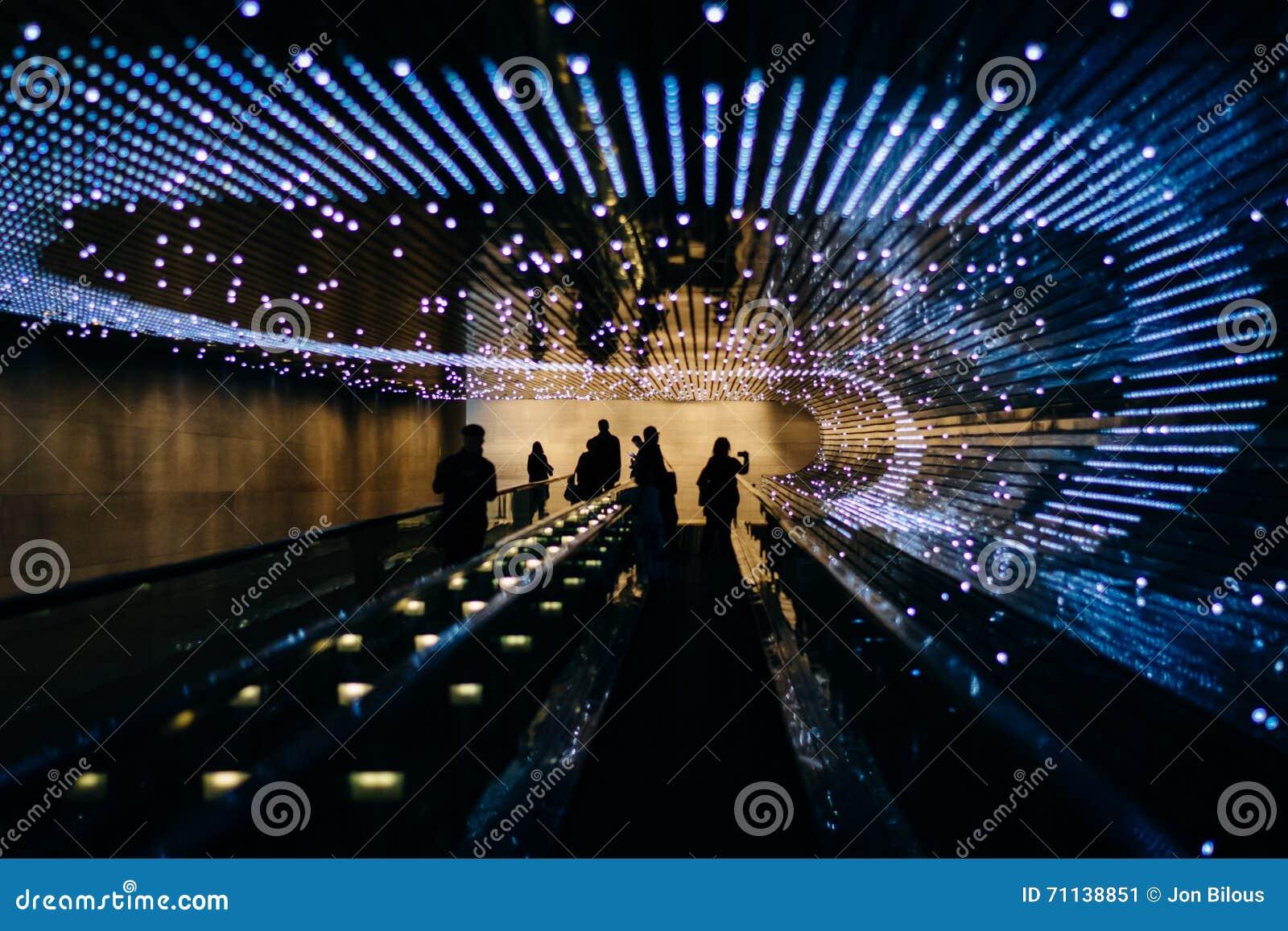 Υπόγεια κινούμενη διάβαση πεζών στο National Gallery της τέχνης, σε Wa