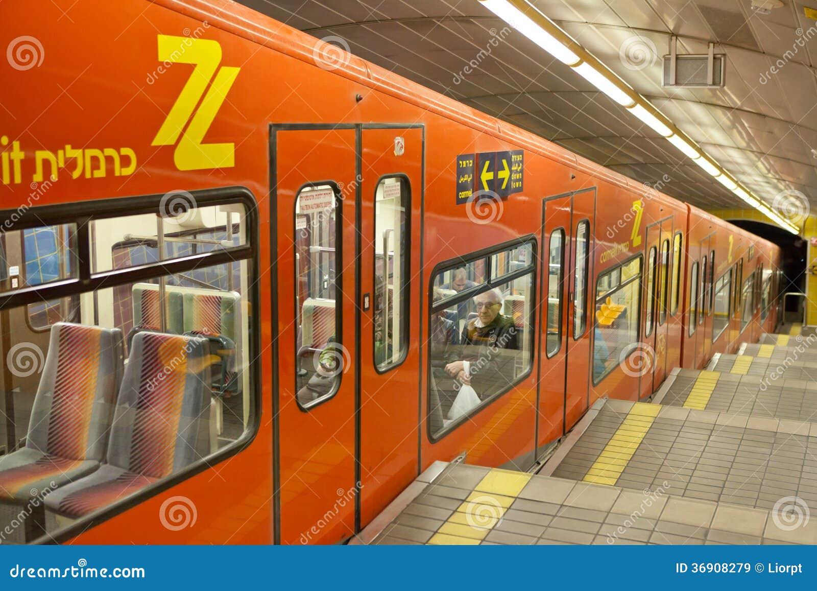 Υπόγειο τραίνο Carmelit στη Χάιφα, Ισραήλ